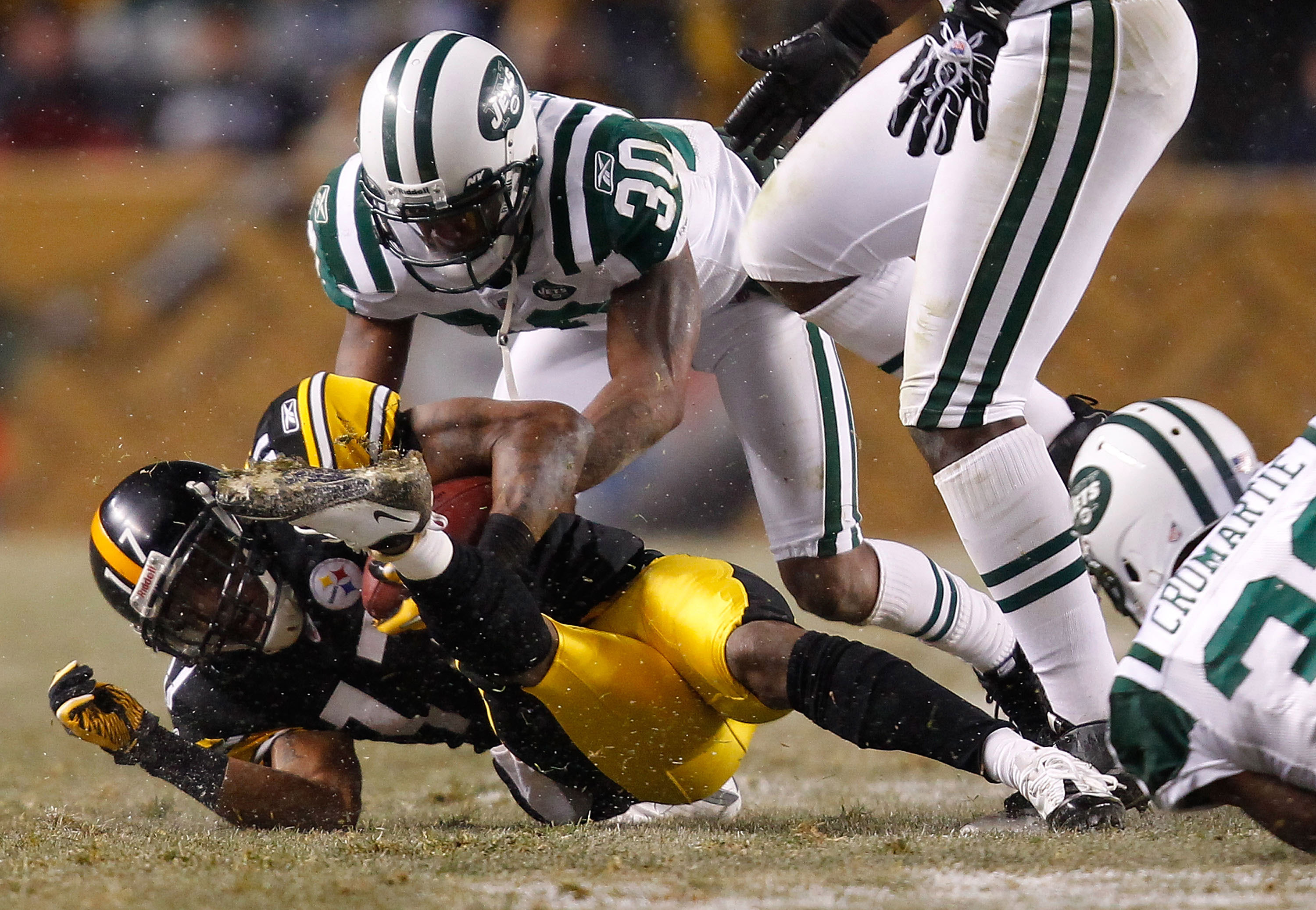 PITTSBURGH, PA - DECEMBER 19:  Drew Coleman #30 of the New York Jets makes a tackle on Mike Wallace #17 of the Pittsburgh Steelers during the game on December 19, 2010 at Heinz Field in Pittsburgh, Pennsylvania.  (Photo by Jared Wickerham/Getty Images)