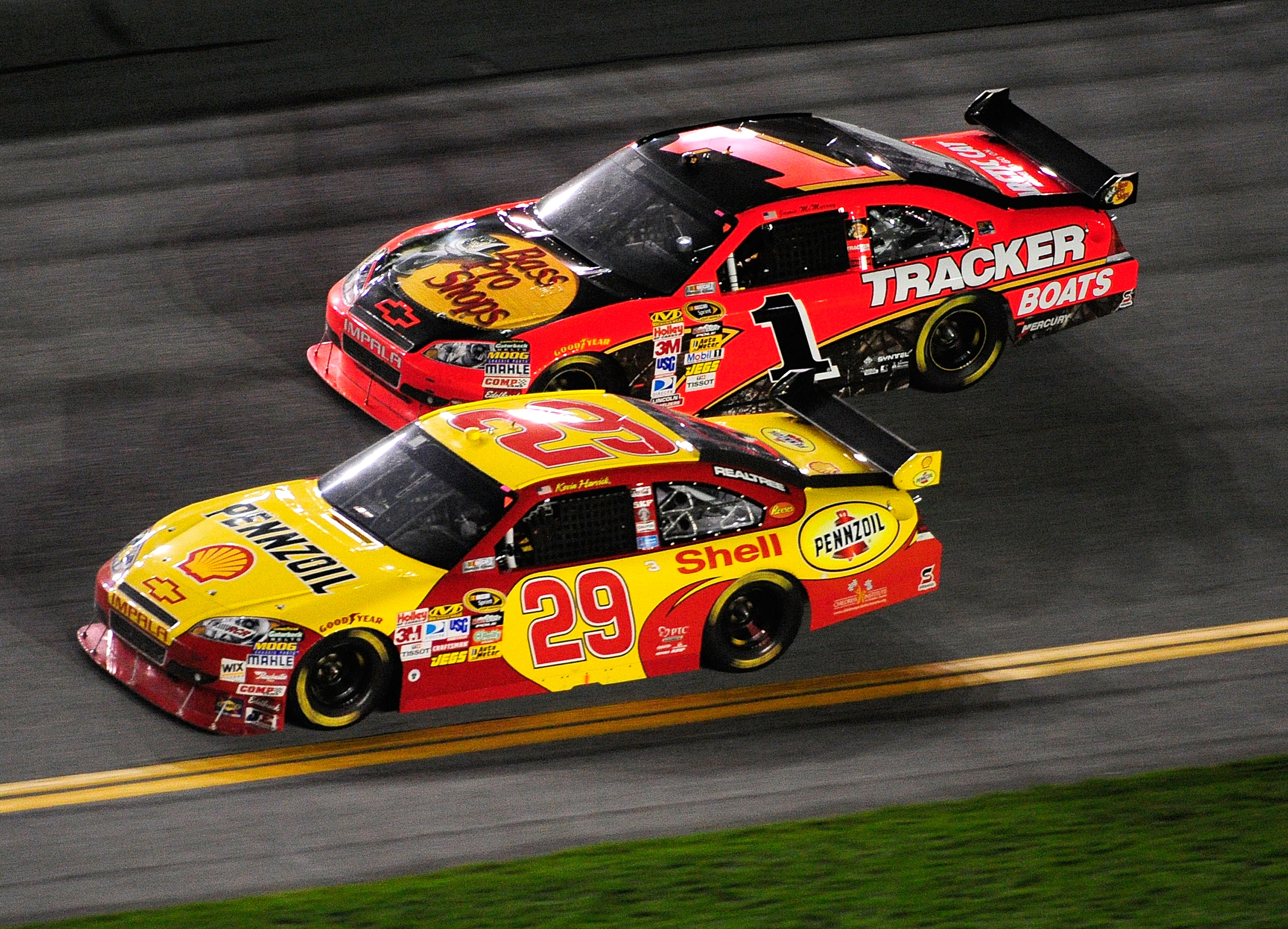 DAYTONA BEACH, FL - FEBRUARY 06:  Kevin Harvick, driver of the #29 Shell/Pennzoil Chevrolet, races Jamie McMurray, driver of the #Bass Pro Shops/Tracker Chevrolet, during the Budweiser Shootout at Daytona International Speedway on February 6, 2010 in Dayt