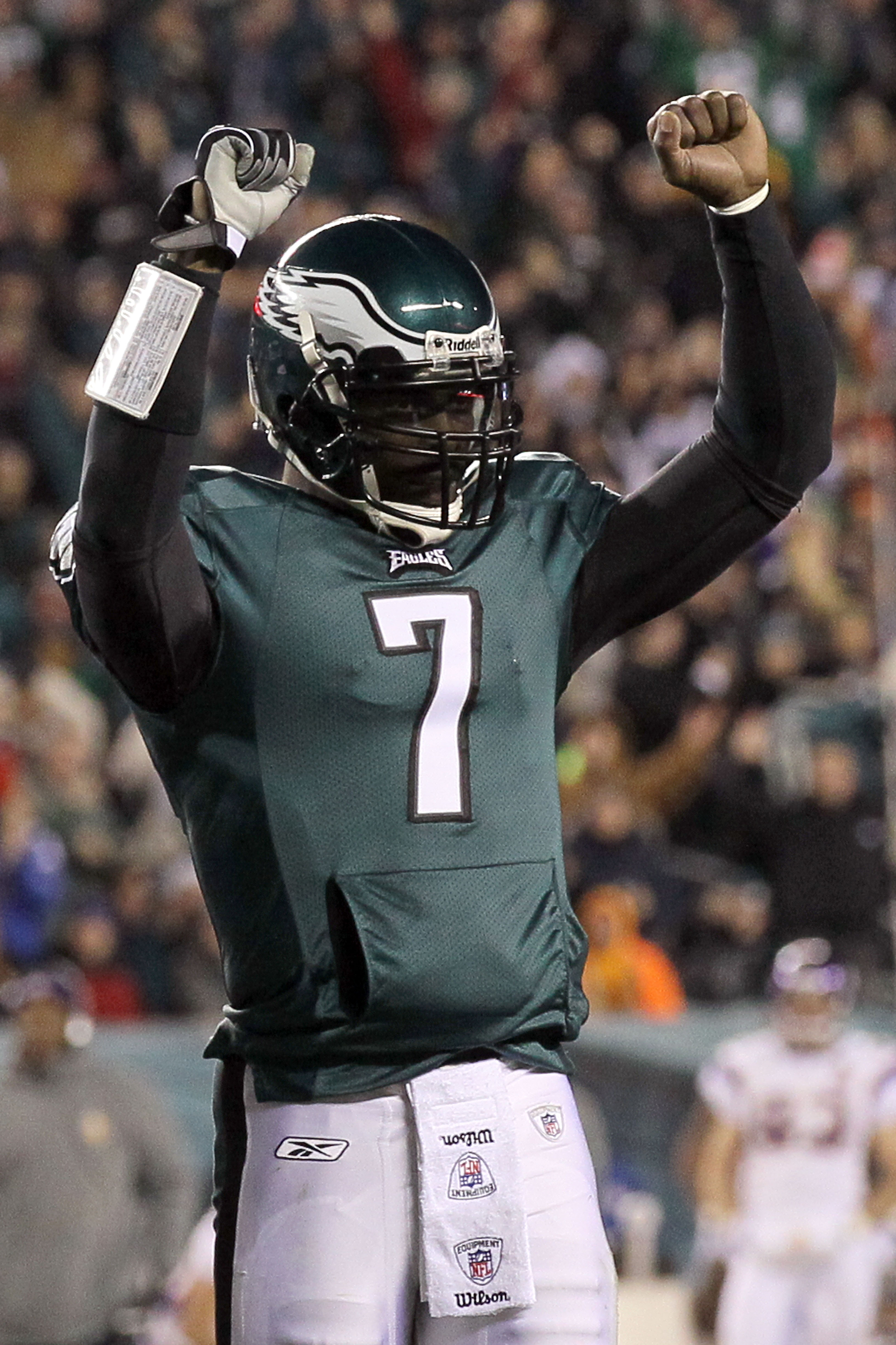 PHILADELPHIA, PA - DECEMBER 26:  Michael Vick #7 of the Philadelphia Eagles celebrates after a touchdown against the Minnesota Vikings at Lincoln Financial Field on December 26, 2010 in Philadelphia, Pennsylvania.  (Photo by Jim McIsaac/Getty Images)