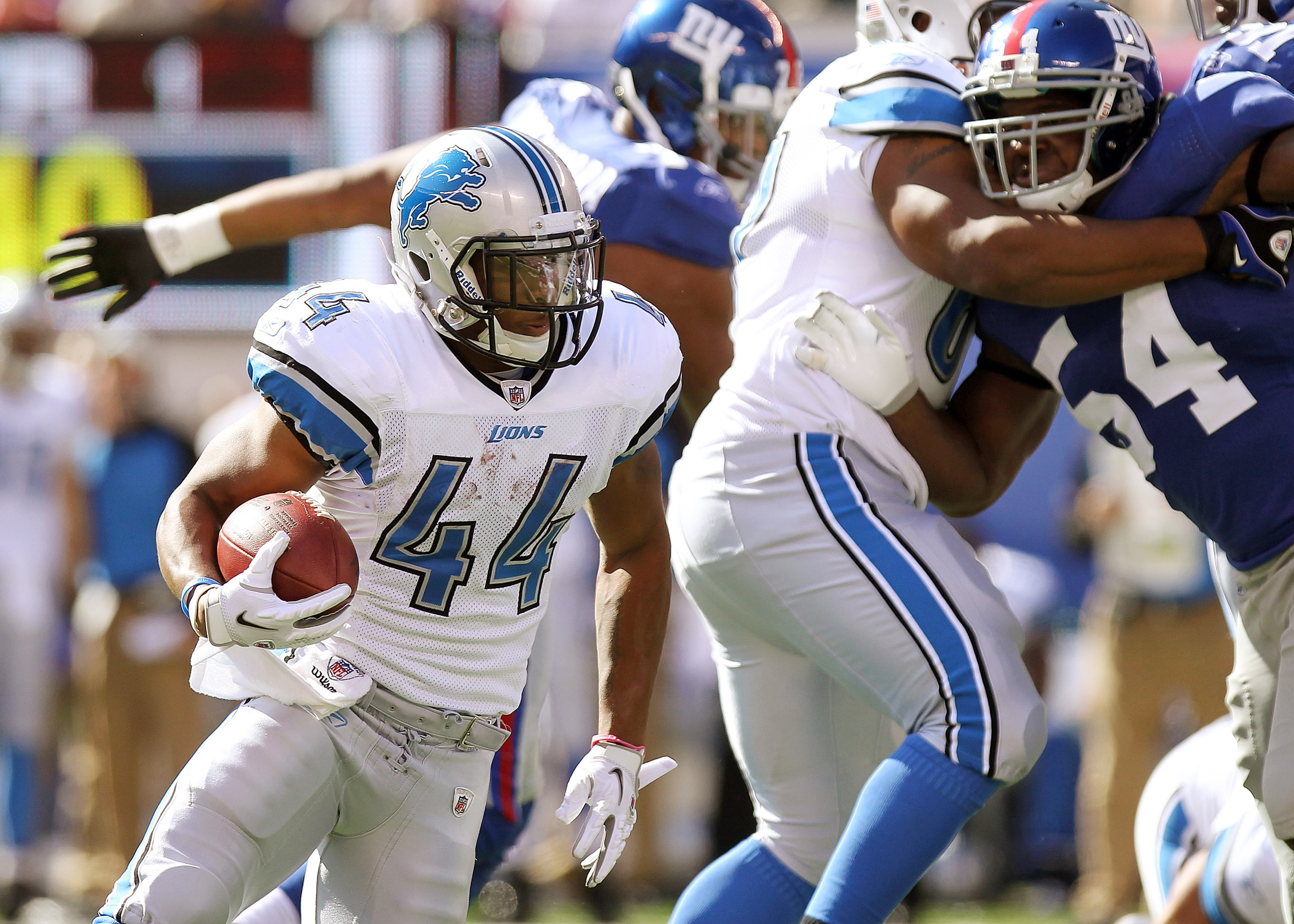 EAST RUTHERFORD, NJ - OCTOBER 17: Jahvid Best #44 of the Detroit Lions rushes against the New York Giants at New Meadowlands Stadium on October 17, 2010 in East Rutherford, New Jersey.  (Photo by Nick Laham/Getty Images)