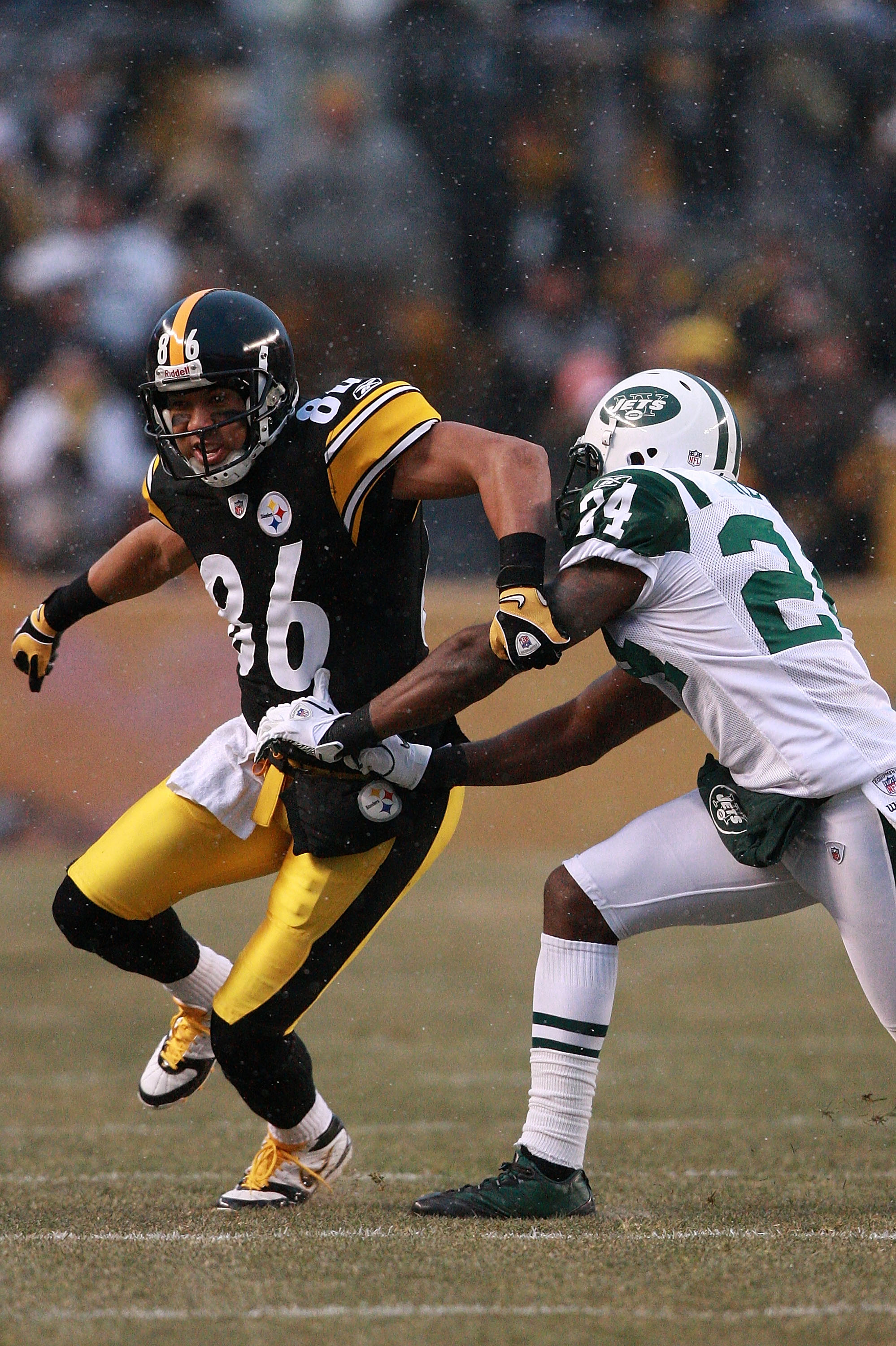 PITTSBURGH - DECEMBER 19:  Darrelle Revis #24 of the New York Jets defends Hines Ward #86 of the Pittsburgh Steelers during their game at Heinz Field on December 19, 2010 in Pittsburgh, Pennsylvania.  (Photo by Karl Walter/Getty Images)