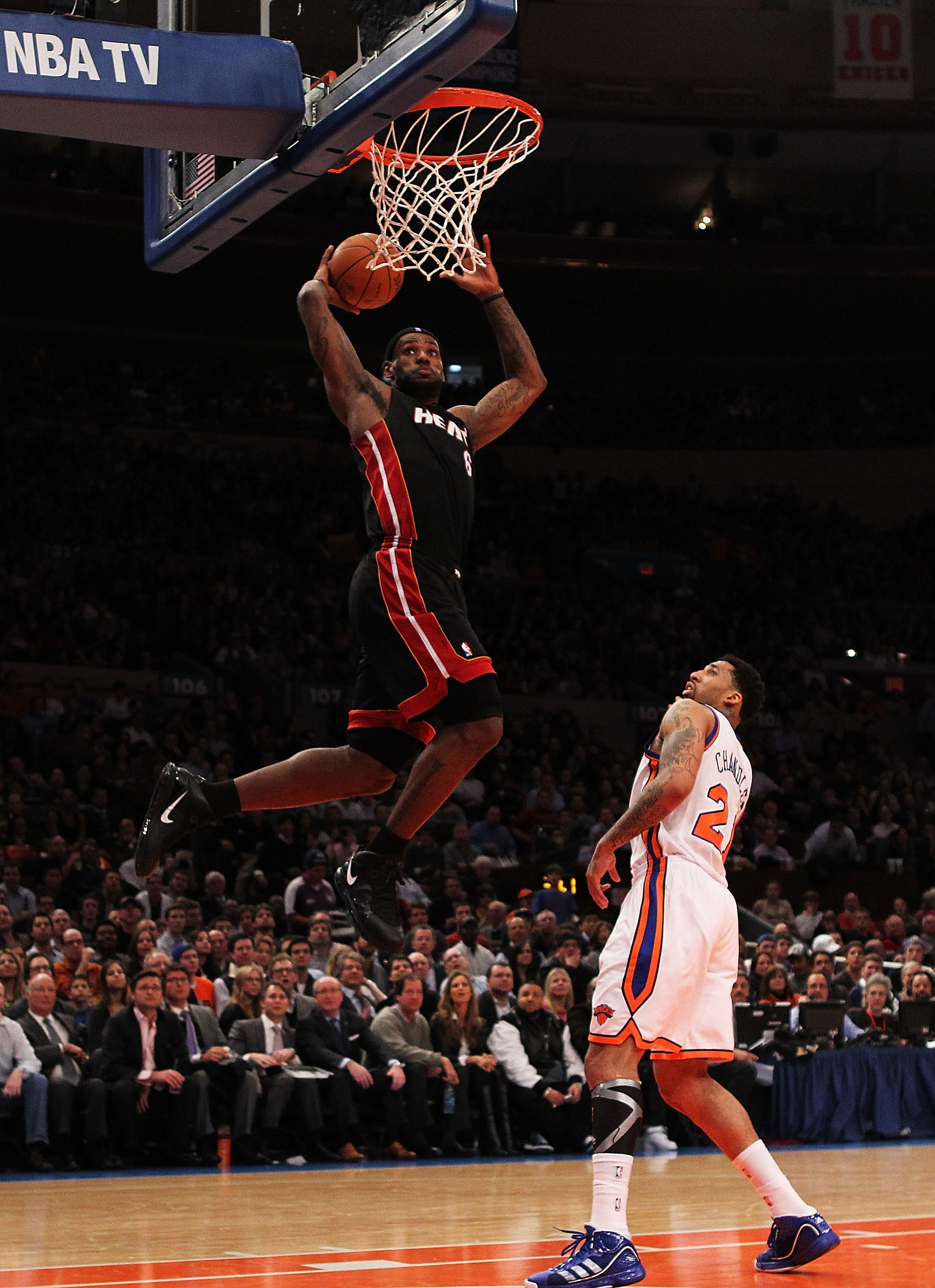 NEW YORK, NY - DECEMBER 17: LeBron James #6 of the Miami Heat dunks against Wilson Chandler #21 of the New York Knicks at Madison Square Garden on December 17, 2010 in New York City. NOTE TO USER: User expressly acknowledges and agrees that, by downloadin