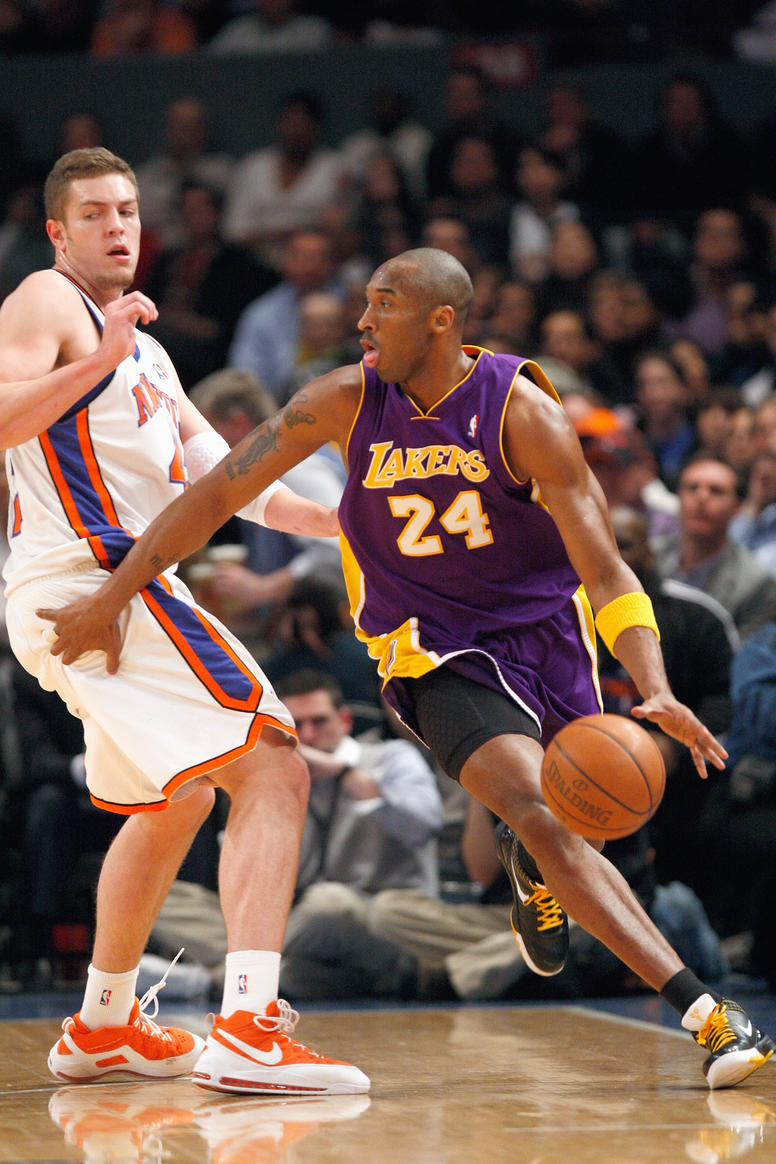 055ab60086c NEW YORK - FEBRUARY 2  Kobe Bryant  24 of the Los Angeles Lakers drives