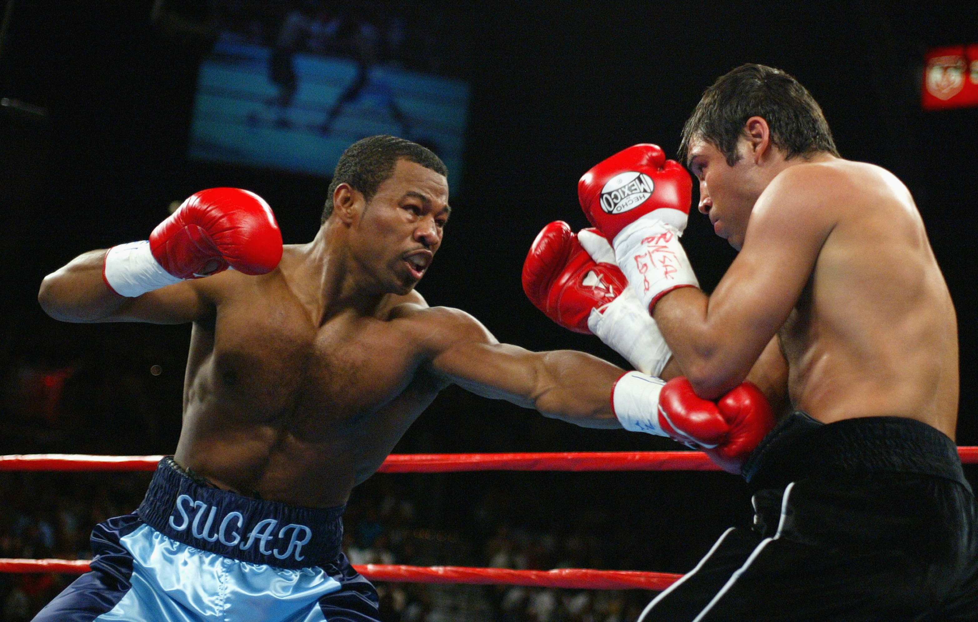 LAS VEGAS - SEPTEMBER 13: Shane Mosley throws a left-hand punch to the body of Oscar De La Hoya on September 13, 2003 at the MGM Grand in Las Vegas, Nevada. Mosley defeated De La Hoya by unanimous decision. (Photo by Al Bello/Getty Images)