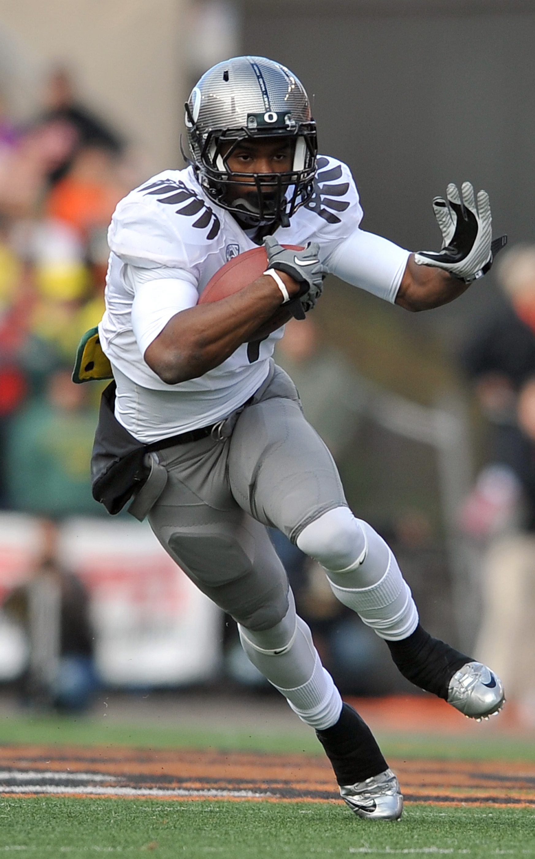 CORVALLIS, OR - DECEMBER 4: Running back Josh Huff #4 of the Oregon Ducks runs with the ball in the second quarter of the game against hte the Oregon State Beavers at Reser Stadium on December 4, 2010 in Corvallis, Oregon. The Ducks beat the Beavers 37-20
