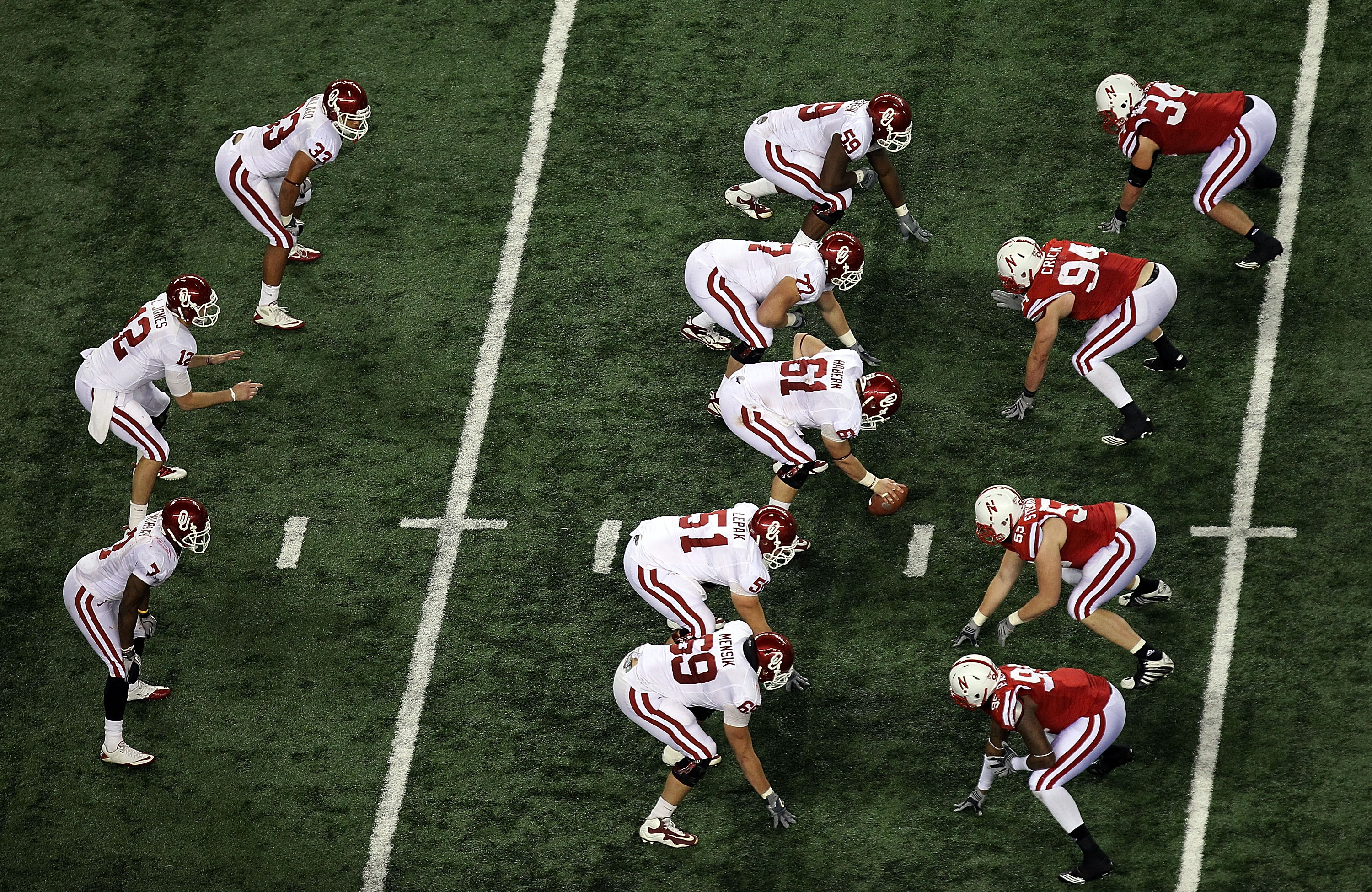 ARLINGTON, TX - DECEMBER 04:  The Oklahoma Sooners on offense against the Nebraska Cornhuskers during the Big 12 Championship at Cowboys Stadium on December 4, 2010 in Arlington, Texas.  (Photo by Ronald Martinez/Getty Images)