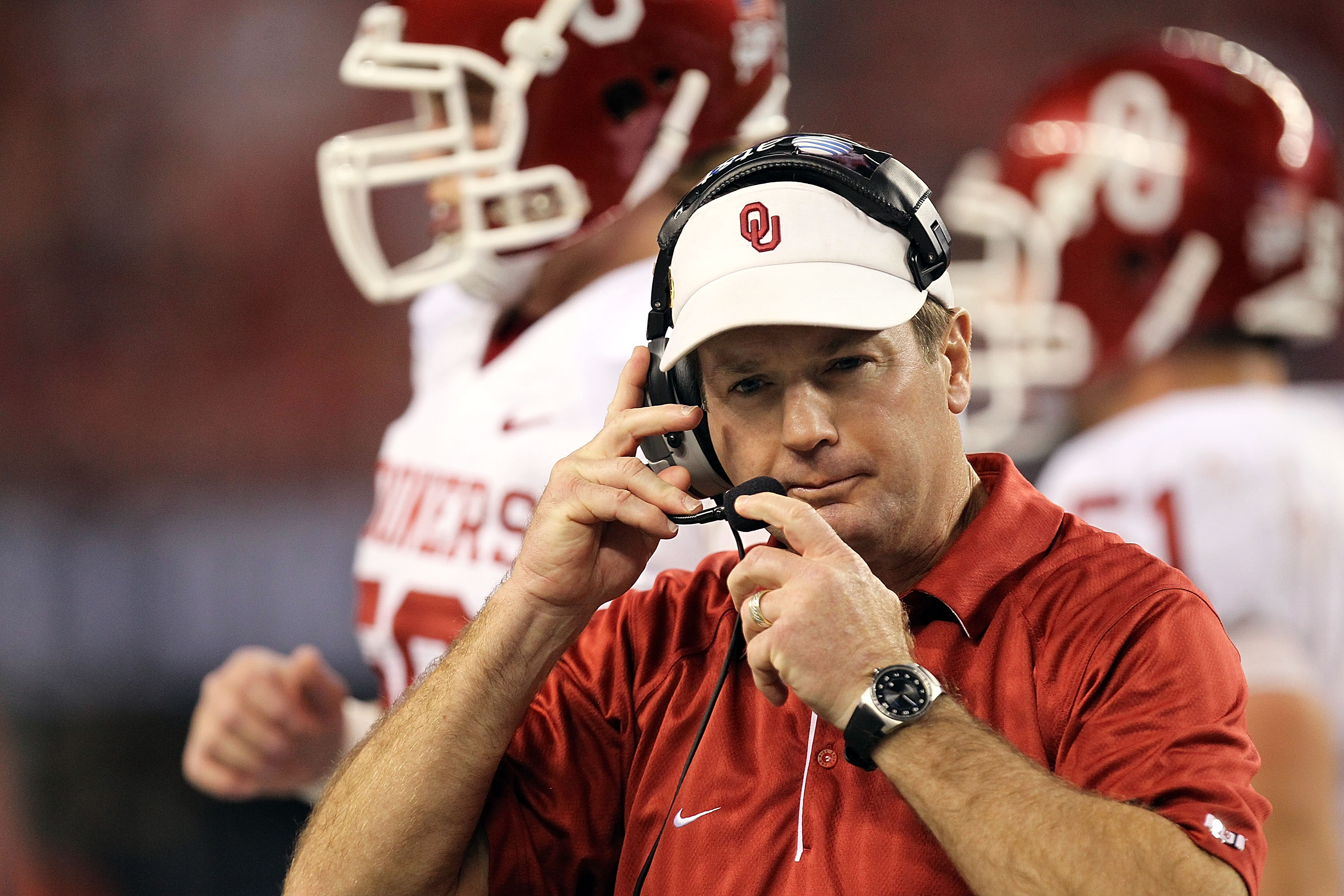 ARLINGTON, TX - DECEMBER 04:  Head coach Bob Stoops during the Big 12 Championship at Cowboys Stadium on December 4, 2010 in Arlington, Texas.  (Photo by Ronald Martinez/Getty Images)