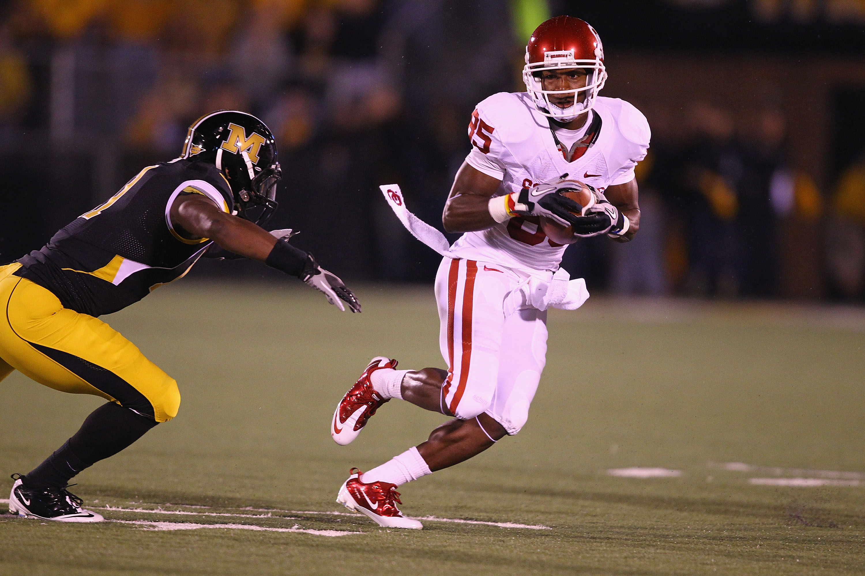 COLUMBIA, MO - OCTOBER 23: Ryan Broyles #85 of the Oklahoma Sooners in action against the Missouri Tigers at Faurot Field/Memorial Stadium on October 23, 2010 in Columbia, Missouri.  The Tigers beat the Sooners 36-27.  (Photo by Dilip Vishwanat/Getty Imag