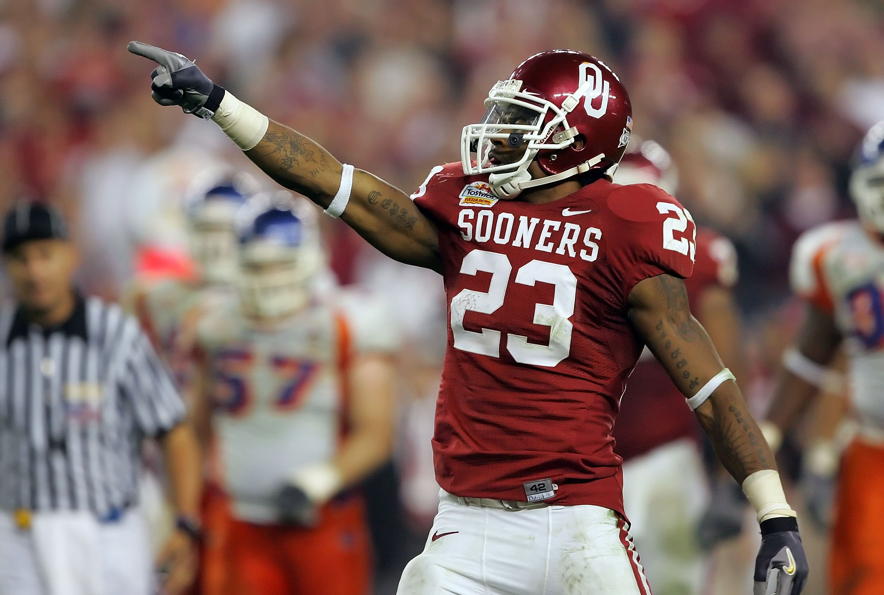 GLENDALE, AZ - JANUARY 01:  Running back Allen Patrick #23 of the Oklahoma Sooners points after getting a first down against the Boise State Broncos at the Tostito's Fiesta Bowl at University of Phoenix Stadium on January 1, 2007 in Glendale, Arizona.  Th