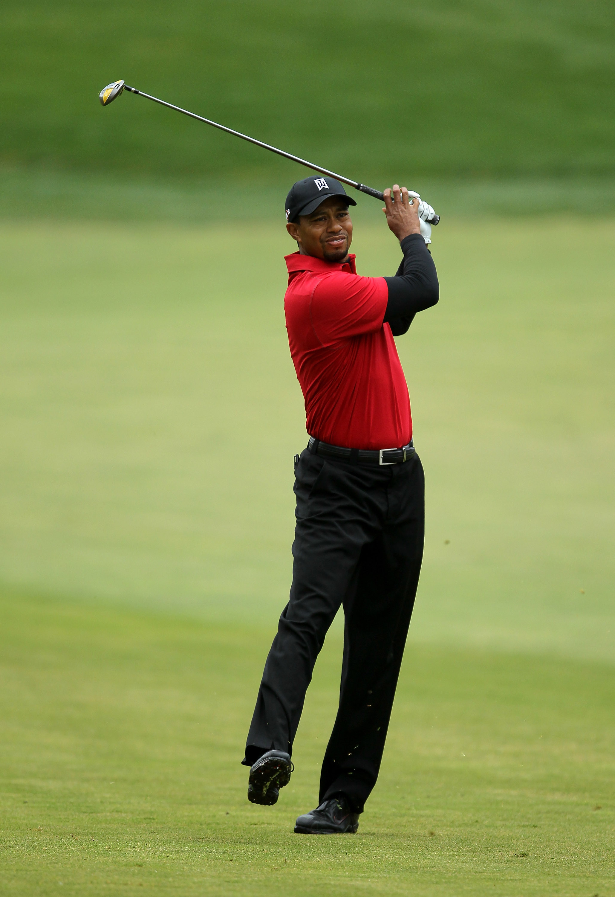 THOUSAND OAKS, CA - DECEMBER 05:  Tiger Woods reacts to his second shot on the 16th hole during the final round of the Chevron World Challenge at Sherwood Country Club on December 5, 2010 in Thousand Oaks, California.  (Photo by Stephen Dunn/Getty Images)