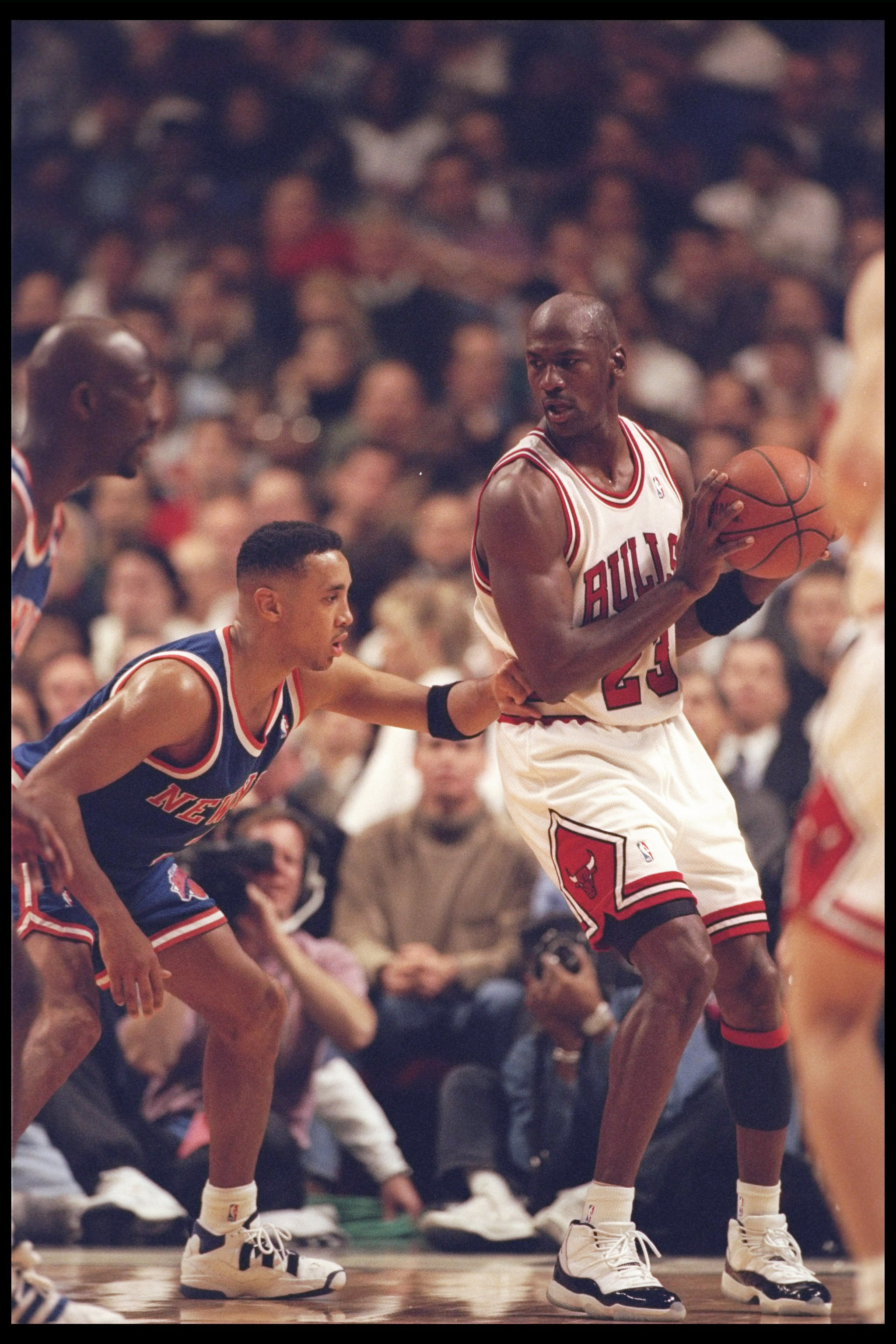 ac0a966c809a 6 Dec 1995  Guard John Starks of the New York Knicks tries to guard guard