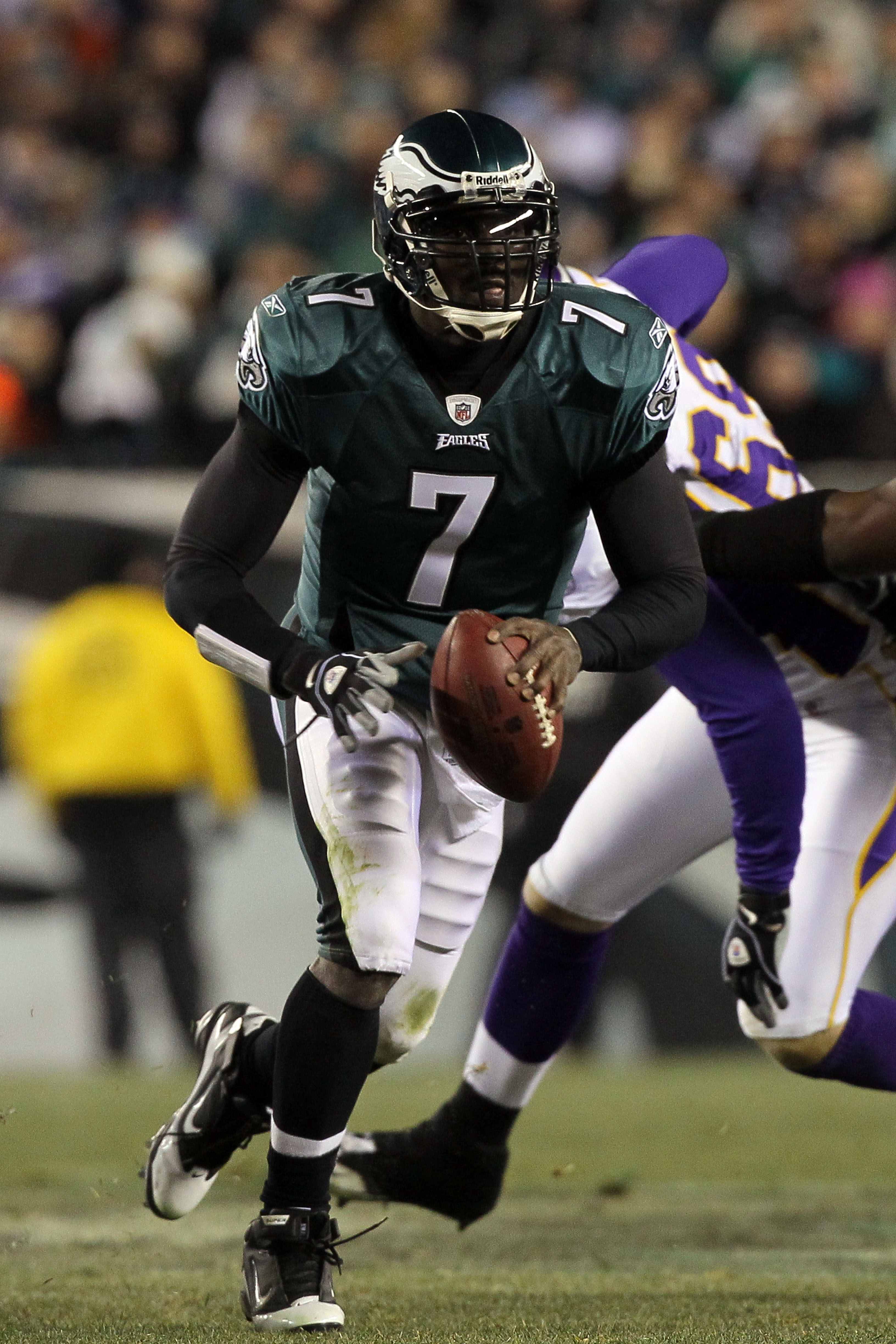 PHILADELPHIA, PA - DECEMBER 28:  Michael Vick #7 of the Philadelphia Eagles in action against the Minnesota Vikings at Lincoln Financial Field on December 26, 2010 in Philadelphia, Pennsylvania.  (Photo by Jim McIsaac/Getty Images)