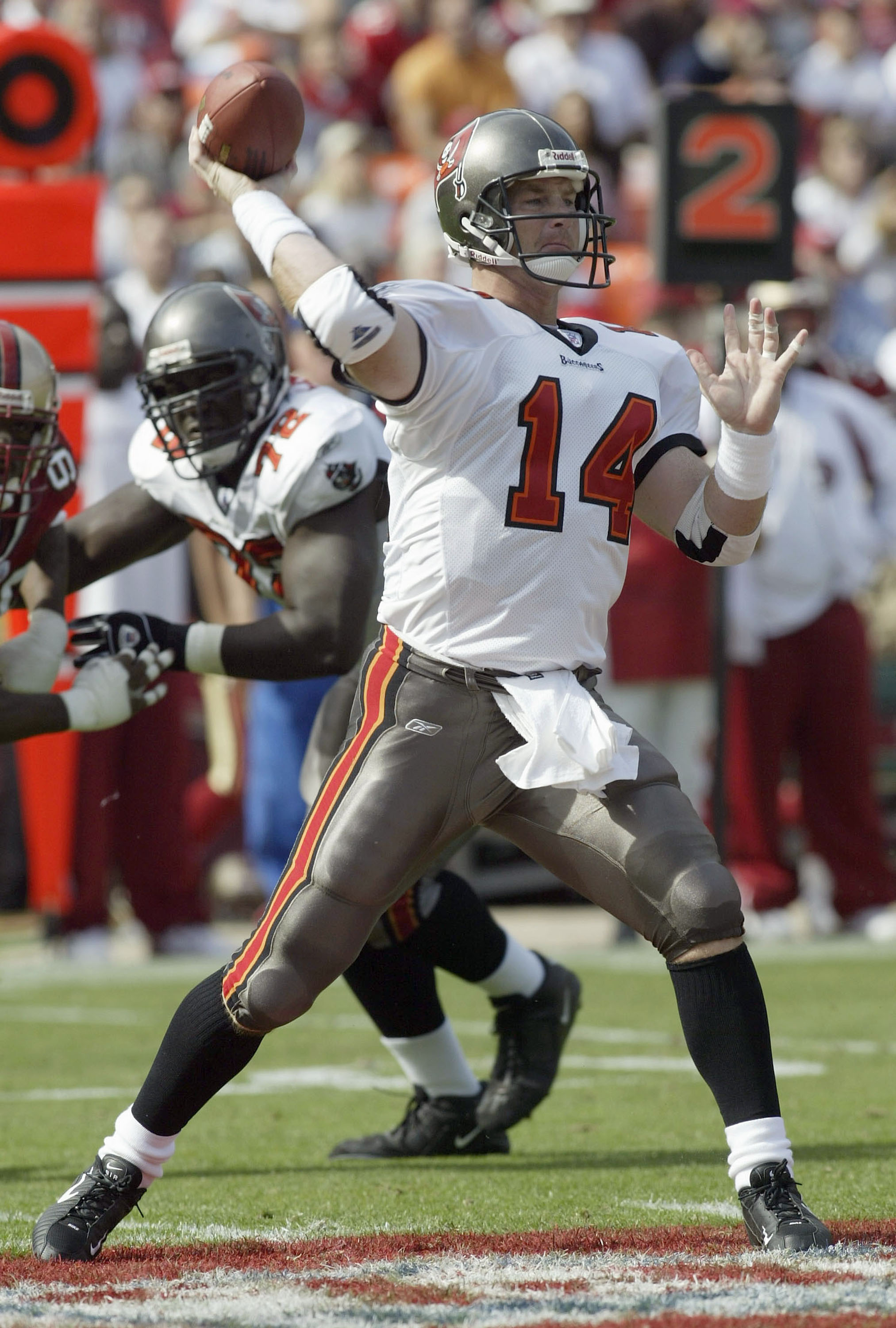 SAN FRANCISCO  - OCTOBER 19:  Quarterback Brad Johnson #14 of the Tampa Bay Buccaneers throws a pass against the San Francisco 49ers on October 19, 2003 at 3Comm Park in San Francisco, California.  (Photo by Stephen Dunn/Getty Images)