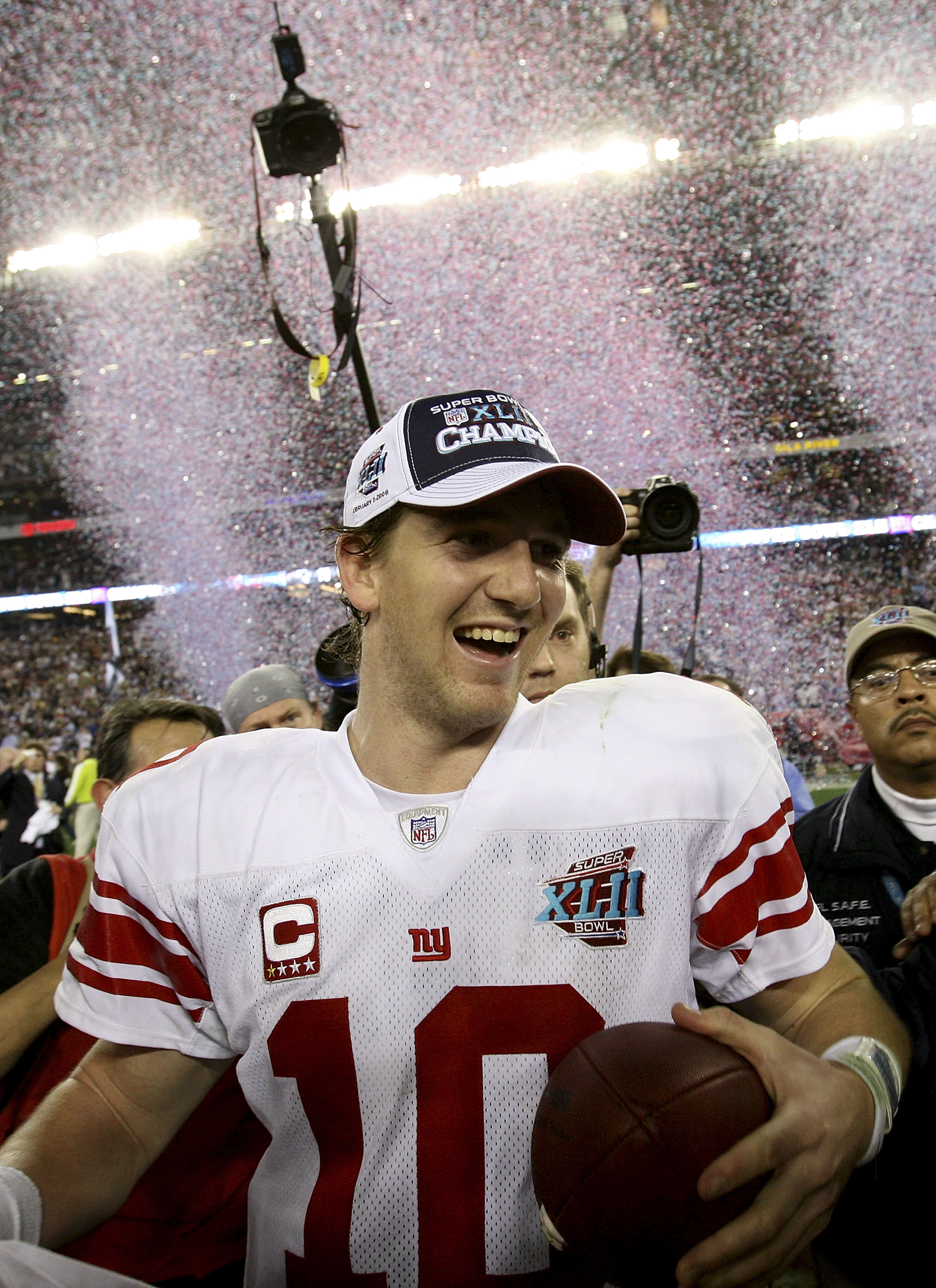 GLENDALE, AZ - FEBRUARY 03:  Quarterback Eli Manning #10 of the New York Giants walks off the field after the Giants defeated the New England Patriots 17-14 during Super Bowl XLII on February 3, 2008 at the University of Phoenix Stadium in Glendale, Arizo