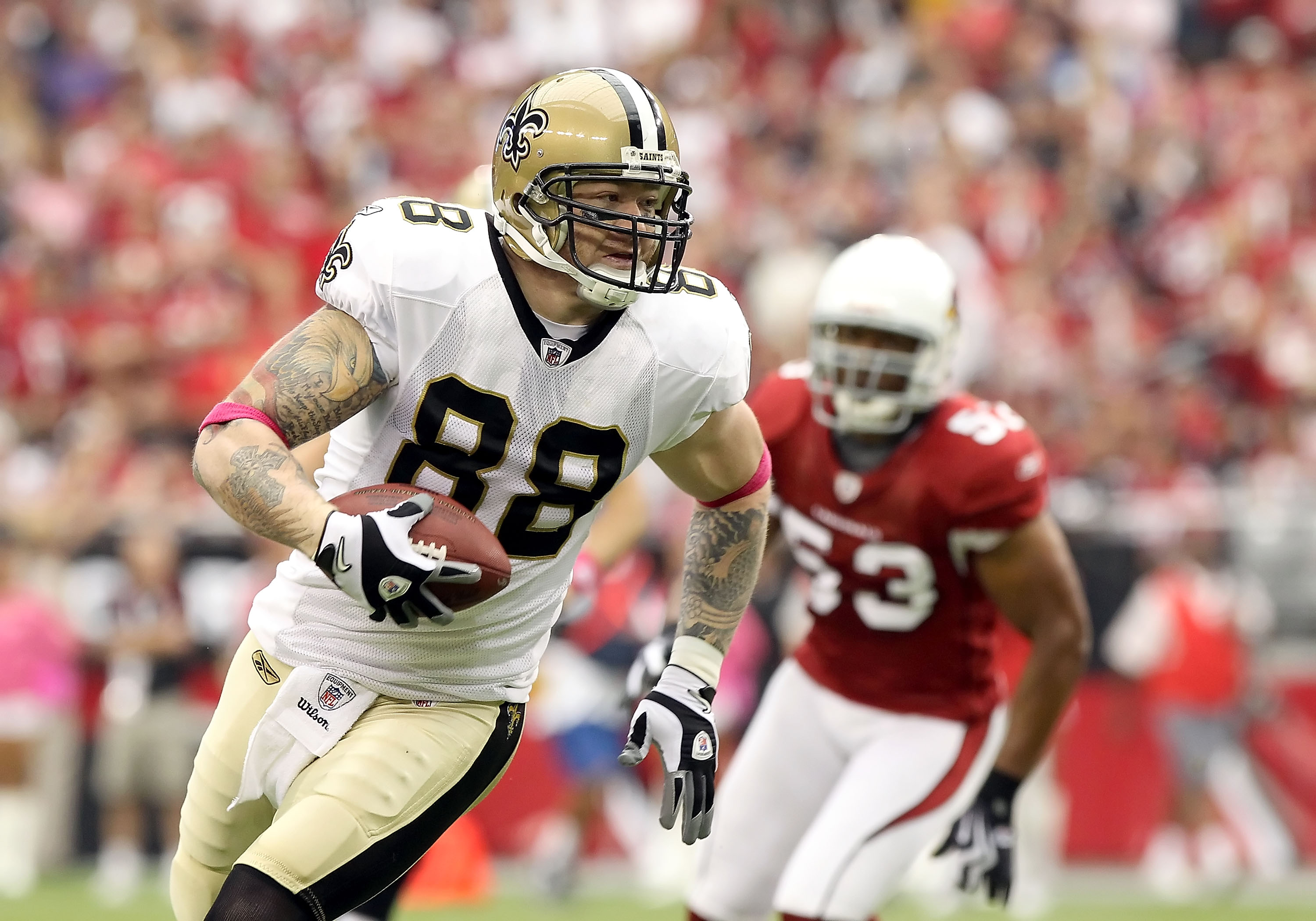 GLENDALE, AZ - OCTOBER 10:  Tight end Jeremy Shockey #88 of the New Orleans Saints runs with the football for a 11 yard reception against the Arizona Cardinals during the first quarter of the NFL game at the University of Phoenix Stadium on October 10, 20
