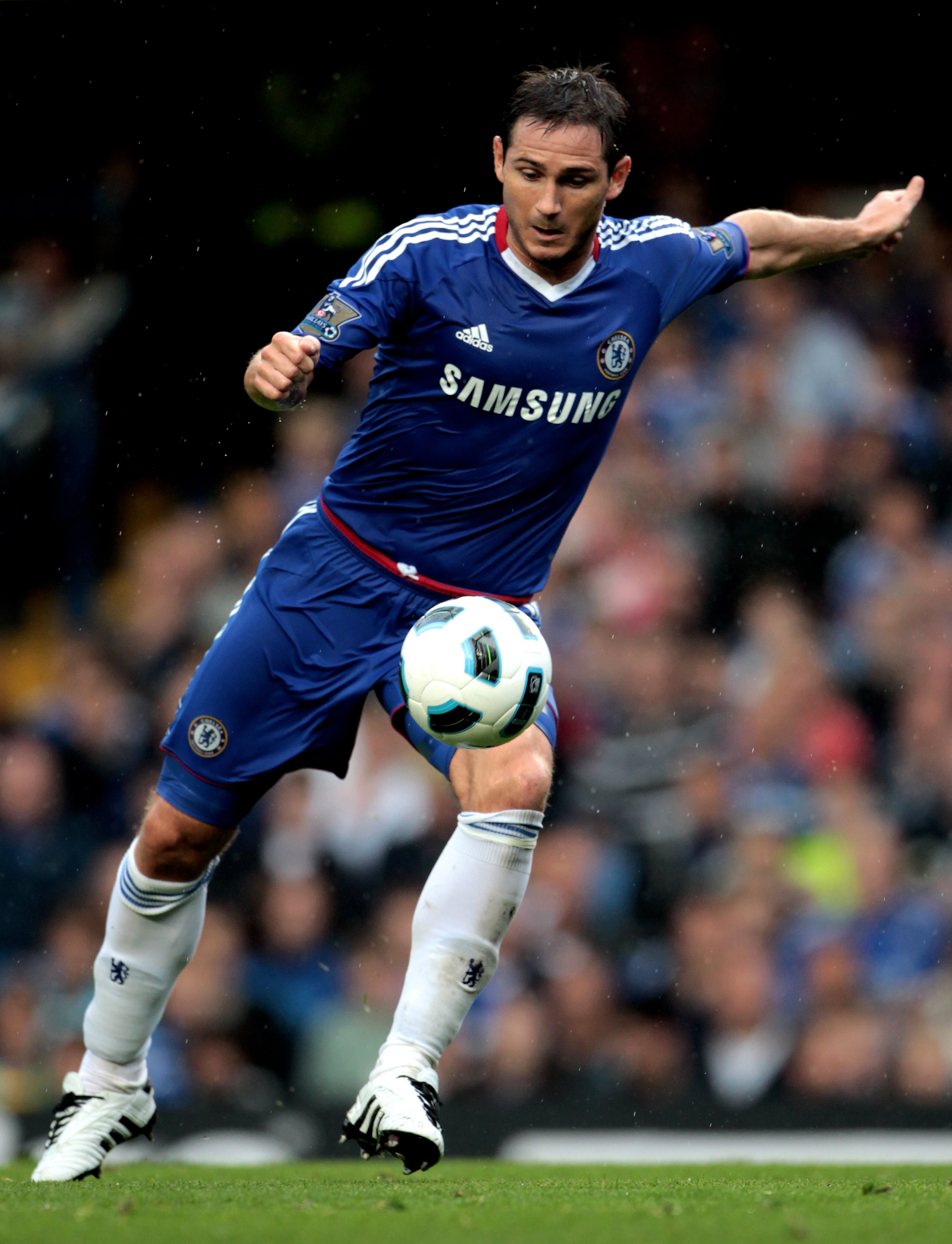 LONDON, ENGLAND - AUGUST 14:  Frank Lampard of Chelsea shoots on goal during the Barclays Premier League match between Chelsea and West Bromwich Albion at Stamford Bridge on August 14, 2010 in London, England.  (Photo by Phil Cole/Getty Images)