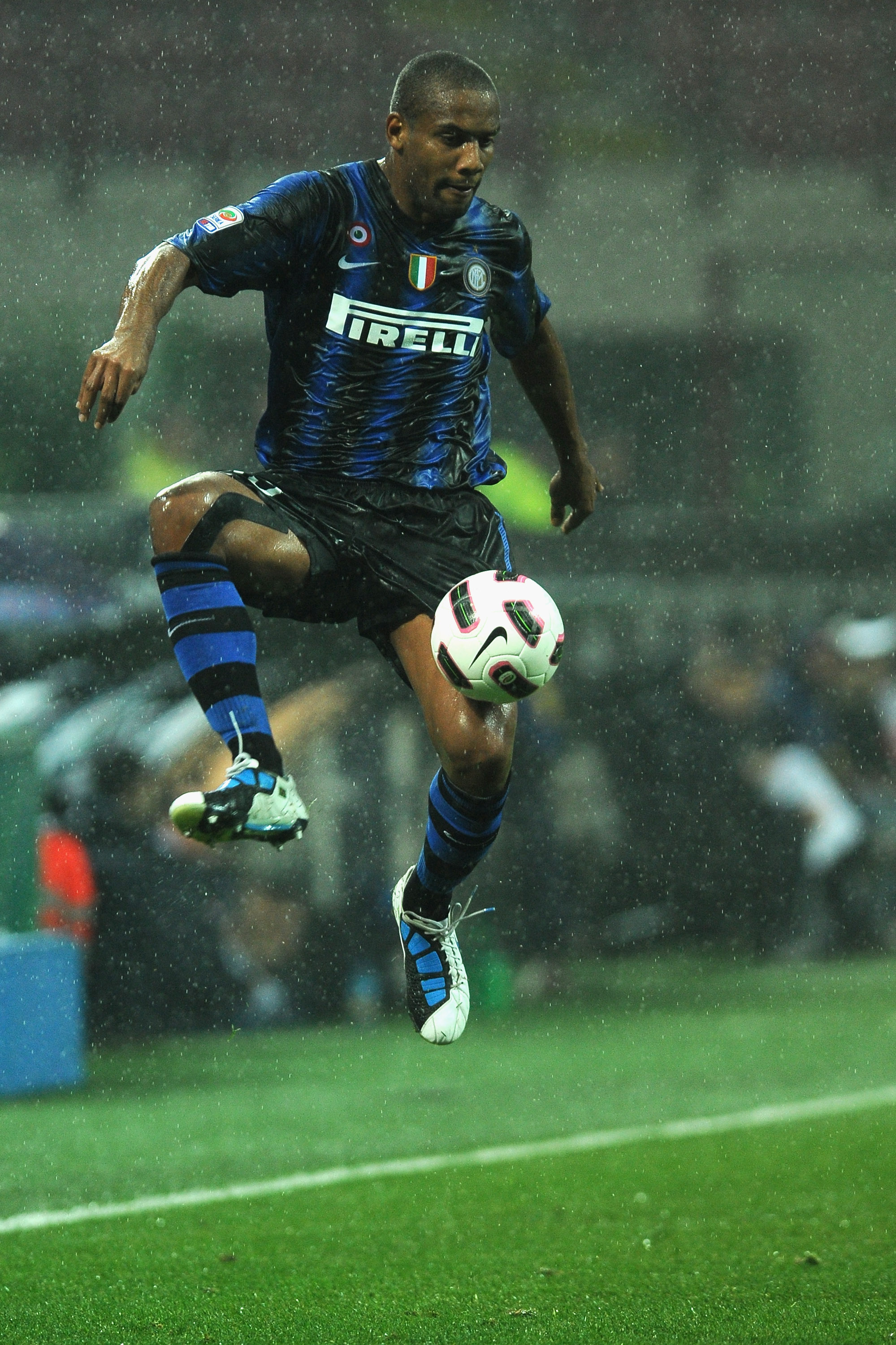MILAN, ITALY - OCTOBER 24:  Douglas Maicon  of FC Internazionale Milano in action during the Serie A match between FC Internazionale Milano and UC Sampdoria at Stadio Giuseppe Meazza on October 24, 2010 in Milan, Italy.  (Photo by Valerio Pennicino/Getty