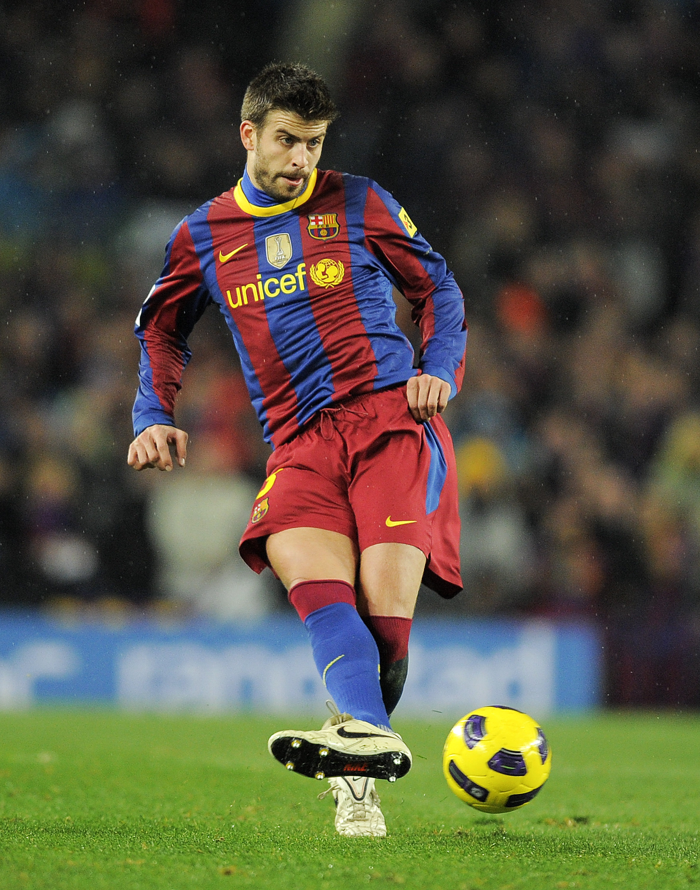 BARCELONA, SPAIN - NOVEMBER 29:  Gerard Pique of Barcelona in action during the La Liga match between Barcelona and Real Madrid at the Camp Nou Stadium on November 29, 2010 in Barcelona, Spain.  Barcelona won the match 5-0.  (Photo by David Ramos/Getty Im
