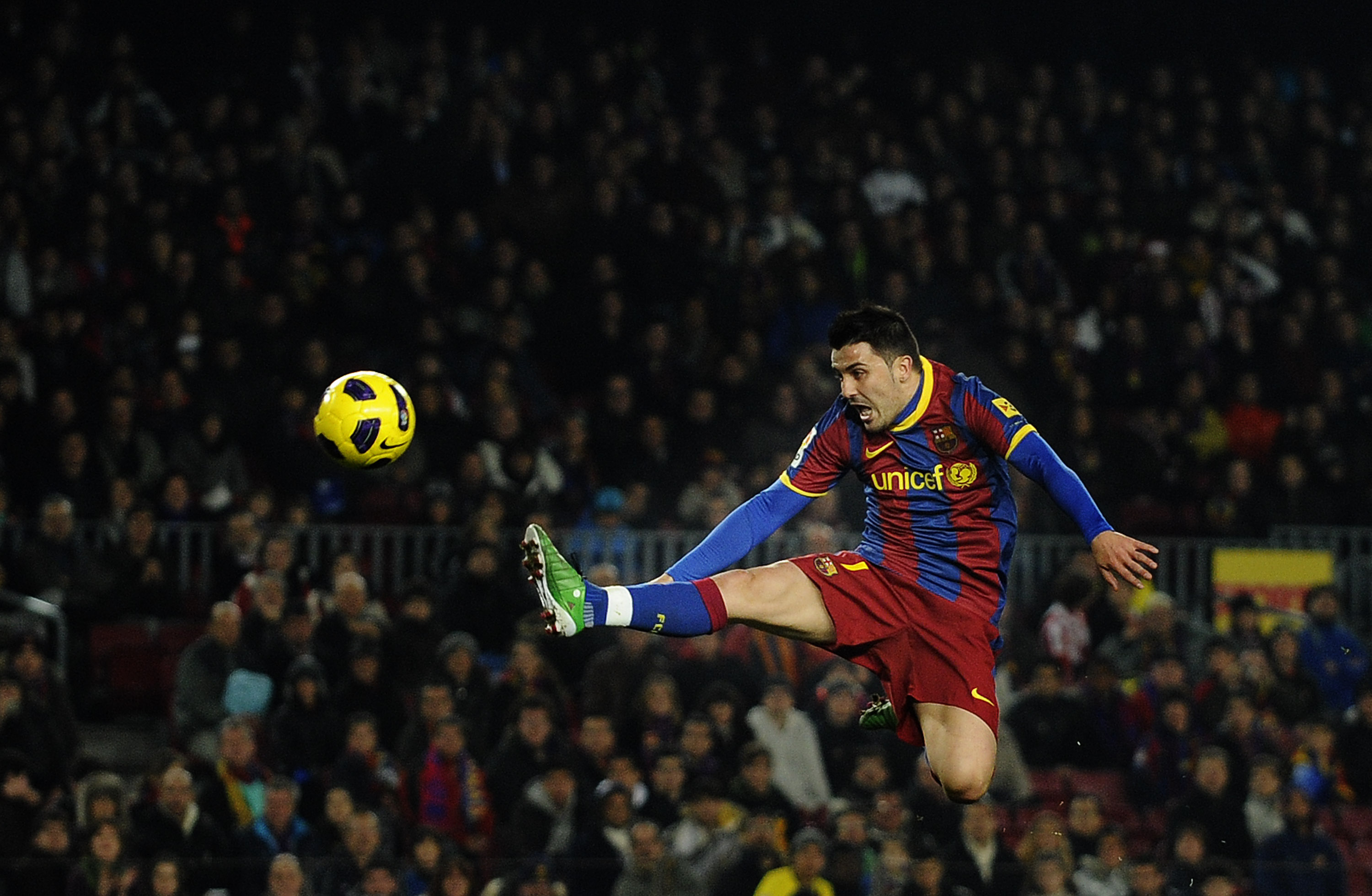 BARCELONA, SPAIN - DECEMBER 21:  David Villa of FC Barcelona jumps to control the ball during the round of last 16 Copa del Rey match between FC Barcelona and Athletic Bilbao at Camp Nou on December 21, 2010 in Barcelona, Spain. The match ended 0-0.  (Pho