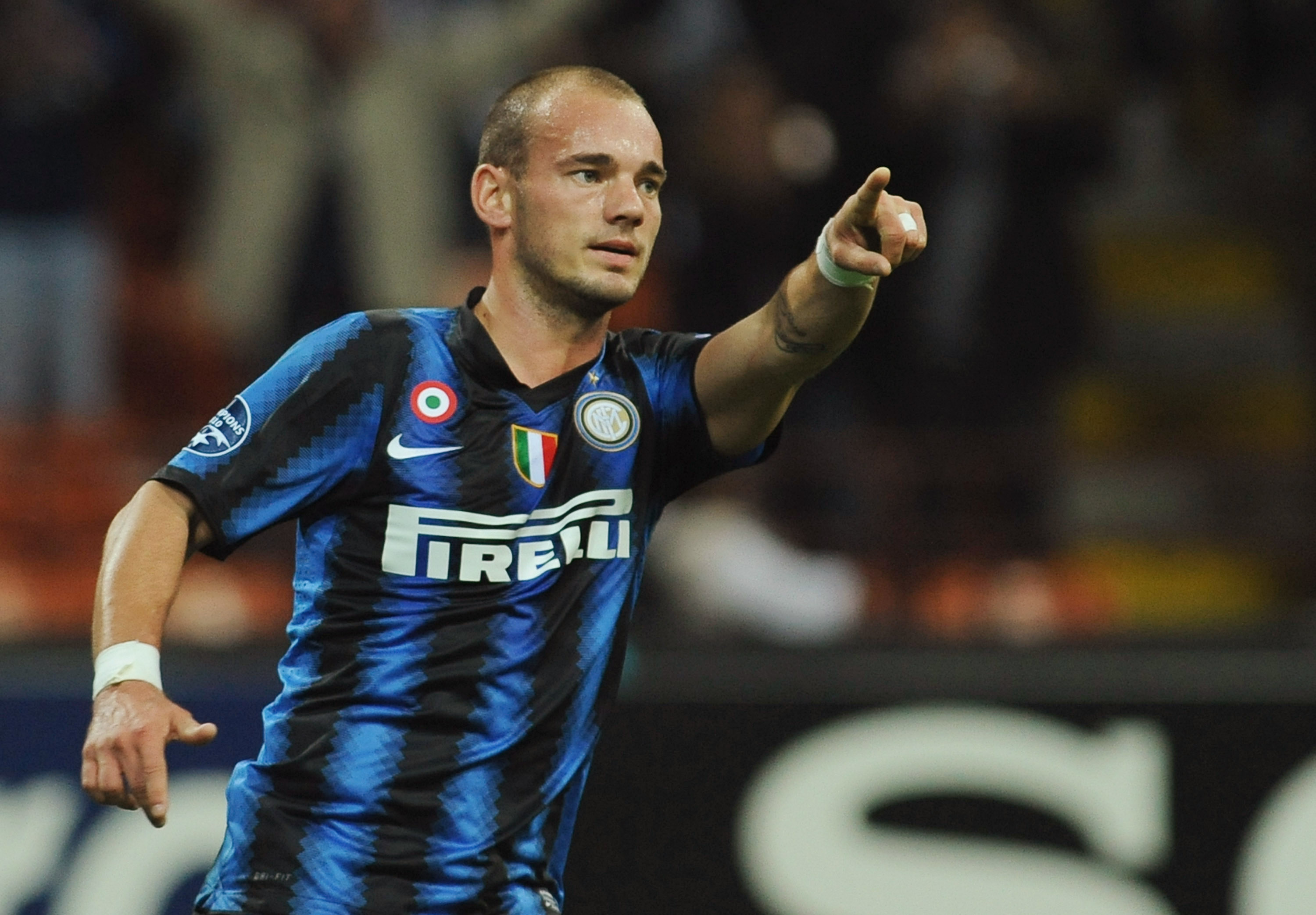 MILAN, ITALY - SEPTEMBER 29:  Wesley Sneijder of FC Internazionale Milano celebrates his goal during the UEFA Champions League group A match between FC Internazionale Milano and SV Werder Bremen at Stadio Giuseppe Meazza on September 29, 2010 in Milan, It