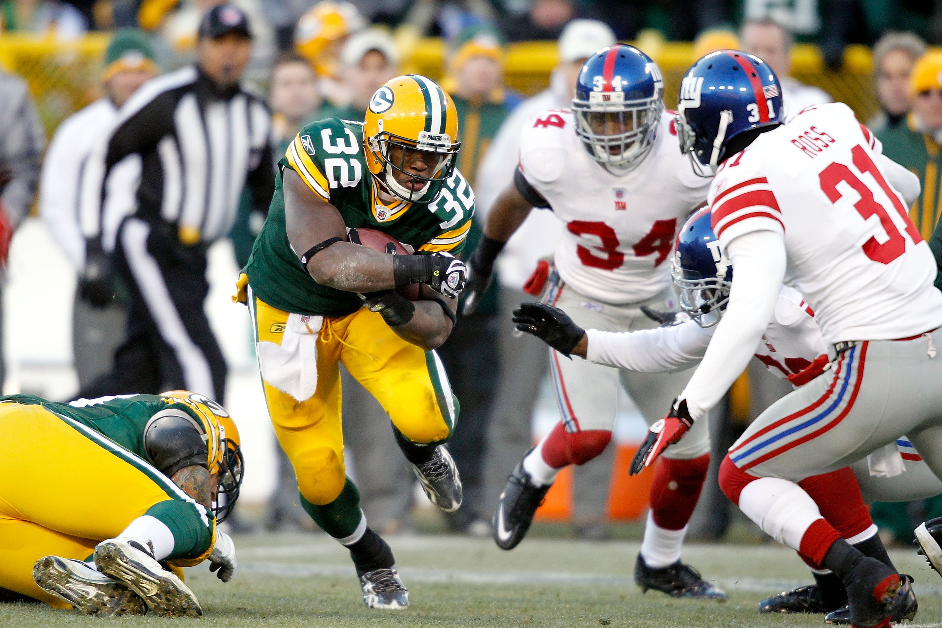 GREEN BAY, WI - DECEMBER 26: Brandon Jackson #32 of the Green Bay Packers carries the ball against the New York Giants at Lambeau Field on December 26, 2010 in Green Bay, Wisconsin.  (Photo by Matthew Stockman/Getty Images)