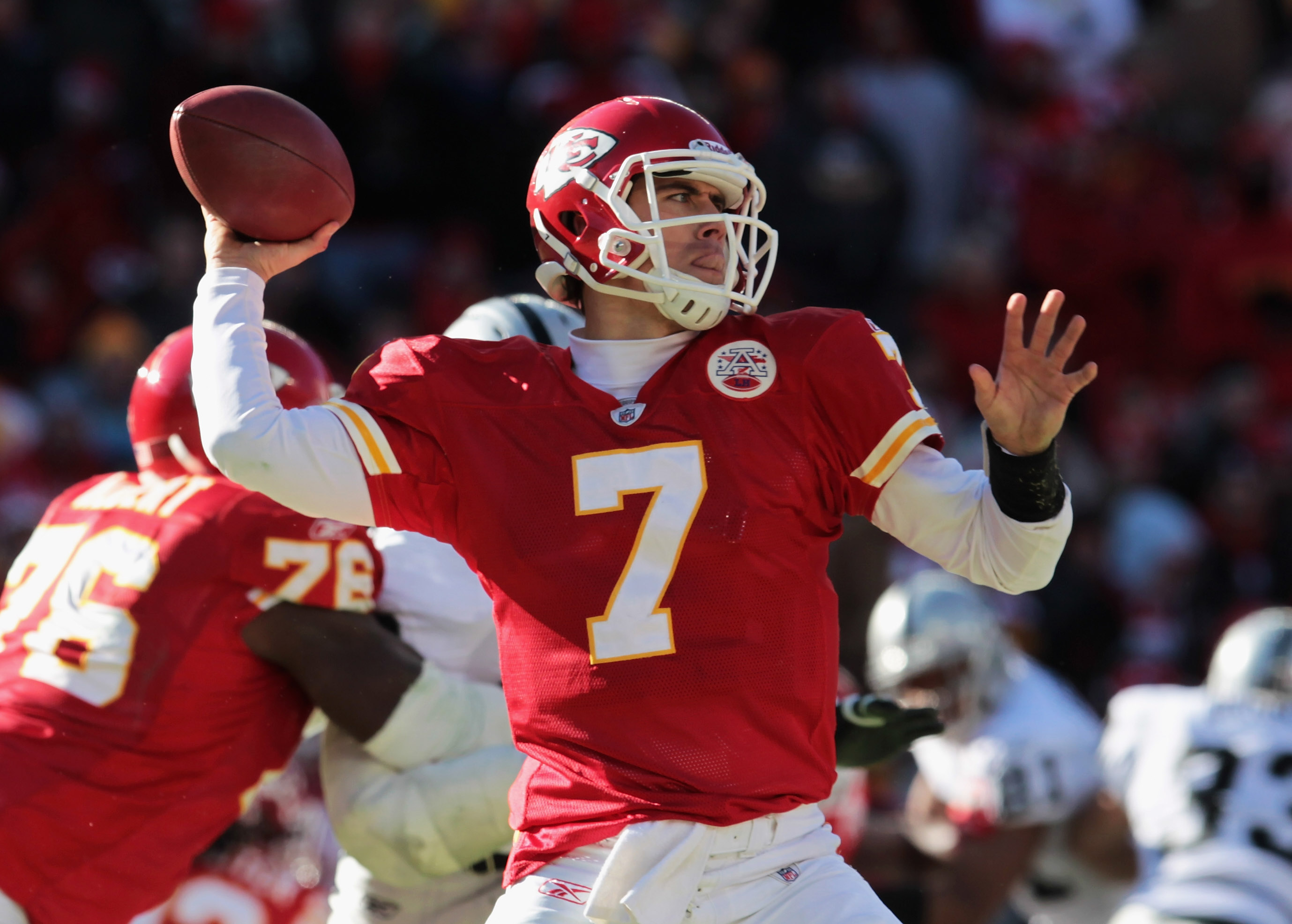 KANSAS CITY, MO - JANUARY 02:  Quarterback Matt Cassel #7 of the Kansas City Chiefs passes during the game against the Oakland Raiders on January 2, 2011 at Arrowhead Stadium in Kansas City, Missouri.  (Photo by Jamie Squire/Getty Images)