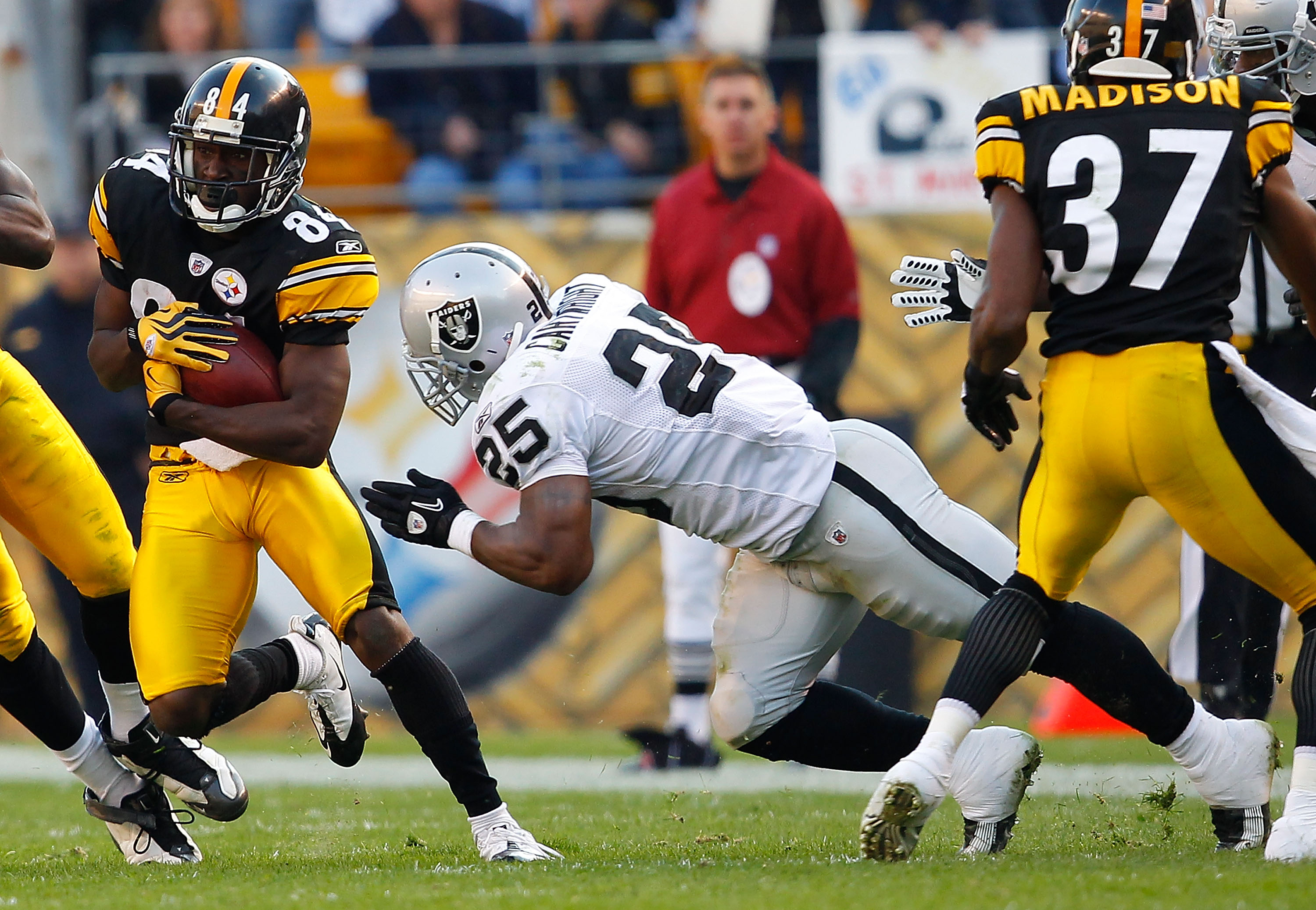 PITTSBURGH, PA - NOVEMBER 21:  Antonio Brown #84 of the Pittsburgh Steelers evades tacklers during a punt return against the Oakland Raiders during the game on November 21, 2010 at Heinz Field in Pittsburgh, Pennsylvania.  (Photo by Jared Wickerham/Getty