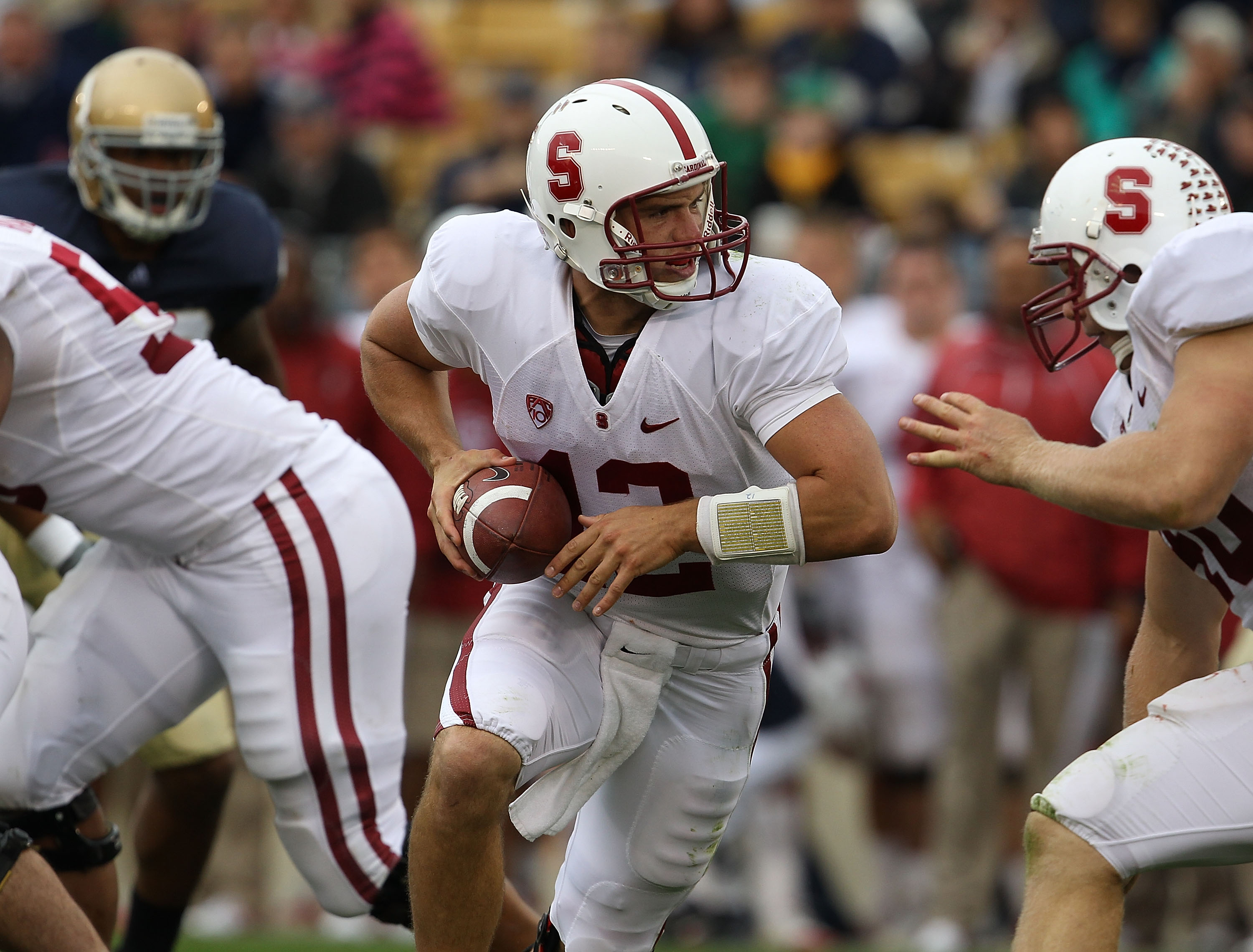 SOUTH BEND, IN - SEPTEMBER 25: Andrew Luck #12 of the Stanford Cardinal turns to hand-off against the Notre Dame Fighting Irish at Notre Dame Stadium on September 25, 2010 in South Bend, Indiana. Stanford defeated Notre Dame 37-14. (Photo by Jonathan Dani