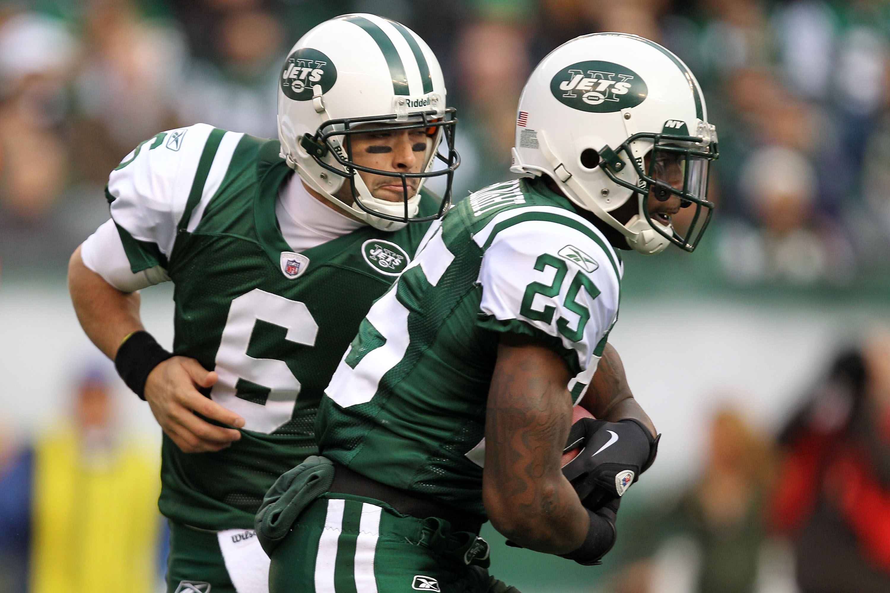 EAST RUTHERFORD, NJ - JANUARY 02:  Mark Sanchez #6 hands off to Joe McKnight #25 of the New York Jets against the Buffalo Bills at New Meadowlands Stadium on January 2, 2011 in East Rutherford, New Jersey.  (Photo by Michael Heiman/Getty Images)