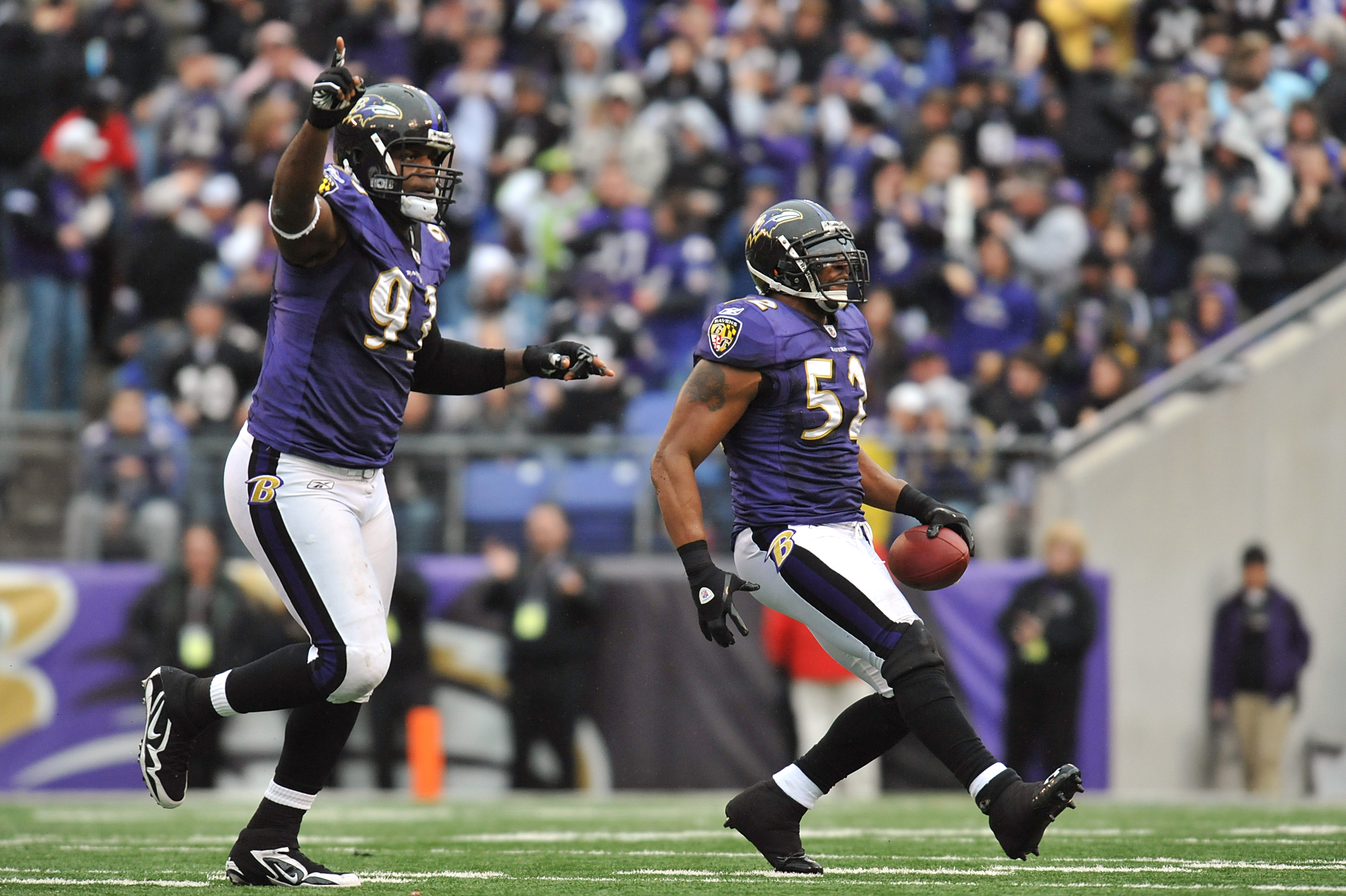 BALTIMORE, MD - JANUARY 2:  Ray Lewis #52 of the Baltimore Ravens celebrates a fumble recovery during the game against the Cincinnati Bengals  at M&T Bank Stadium on January 2, 2011 in Baltimore, Maryland. The Ravens defeated the Bengals 13-6. (Photo by L