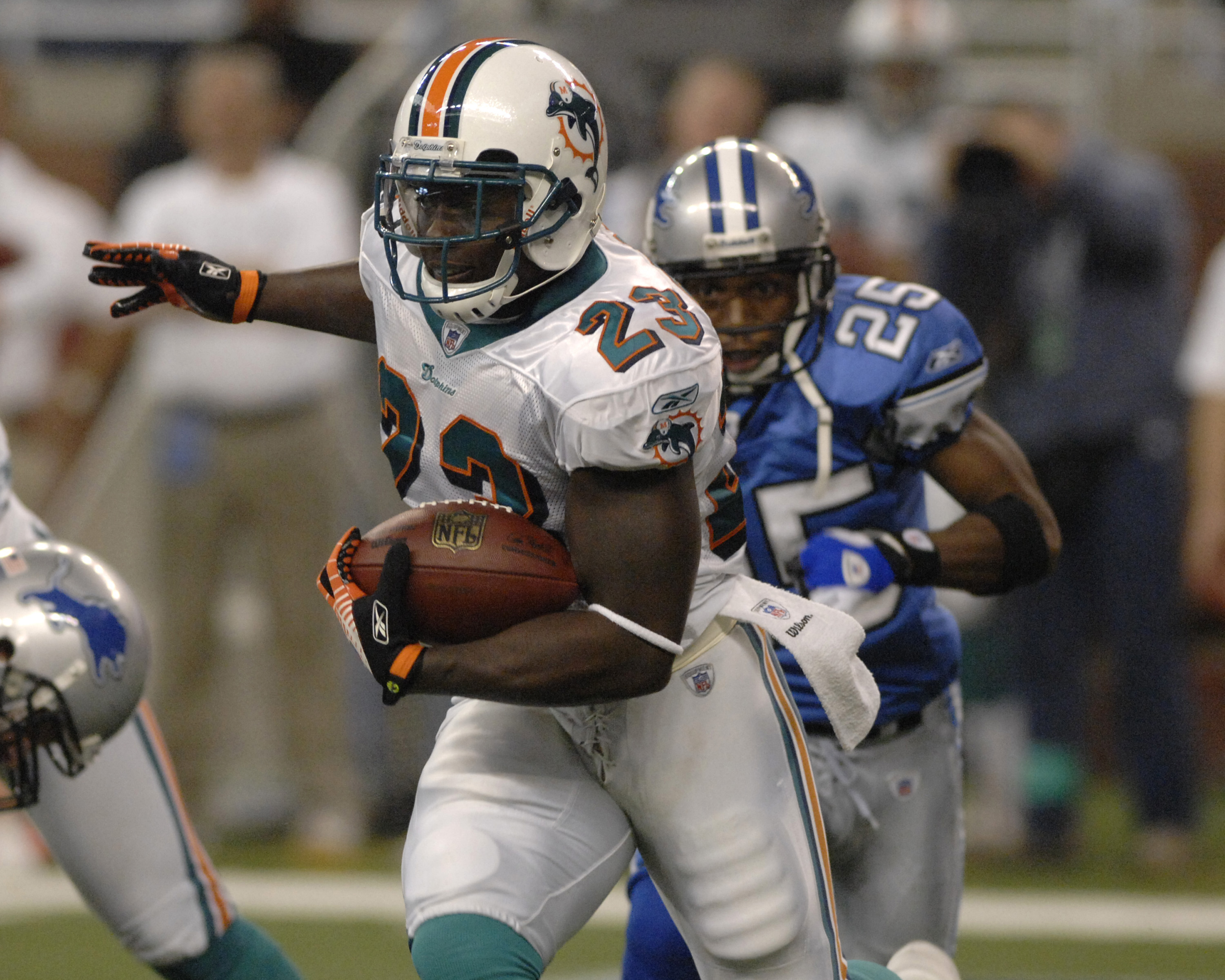 Miami Dolphins running back Ronnie Brown against the Detroit Lions in a Thanksgiving Day game Nov. 23, 2006 in Detroit. The Dolphins won 21 - 10.  (Photo by Al Messerschmidt/Getty Images)