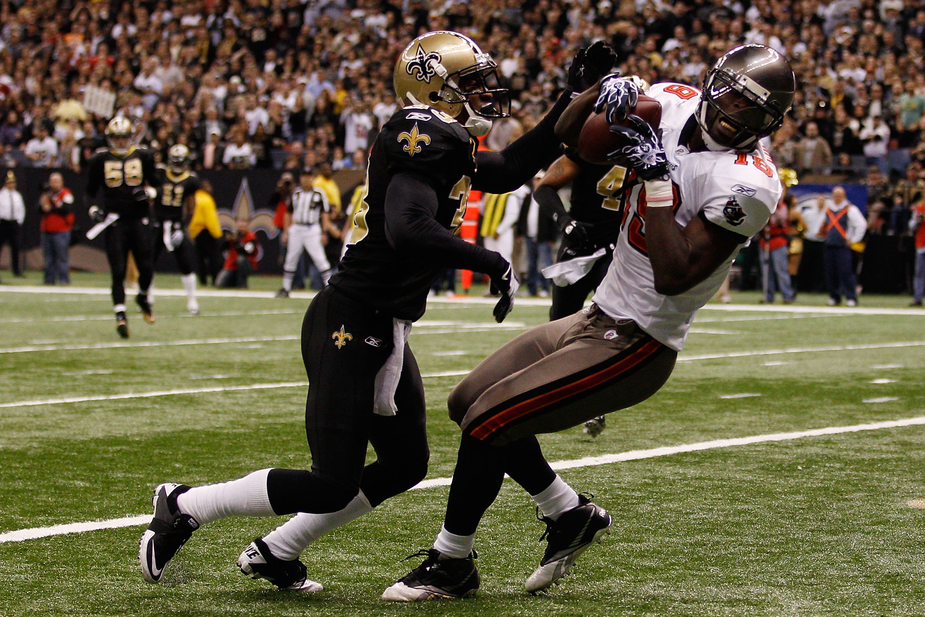 NEW ORLEANS, LA - JANUARY 02:  Mike Williams #19 of the Tampa Bay Buccaneers catches a touchdown pass over Jabari Greer #33 of the New Orleans Saints at the Louisiana Superdome on January 2, 2011 in New Orleans, Louisiana.  The Buccaneers defeated the Sai