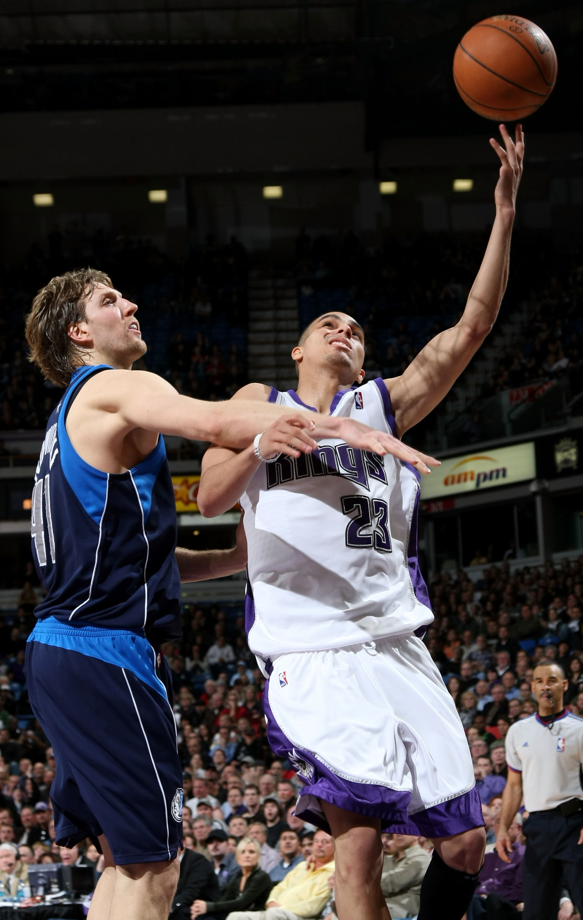 SACRAMENTO, CA - JANUARY 14:  Kevin Martin #23 of the Sacramento Kings shoots over Dirk Nowitzki #41 of the Dallas Mavericks during an NBA game at ARCO Arena January 14, 2008 in Sacramento, California. NOTE TO USER: User expressly acknowledges and agrees