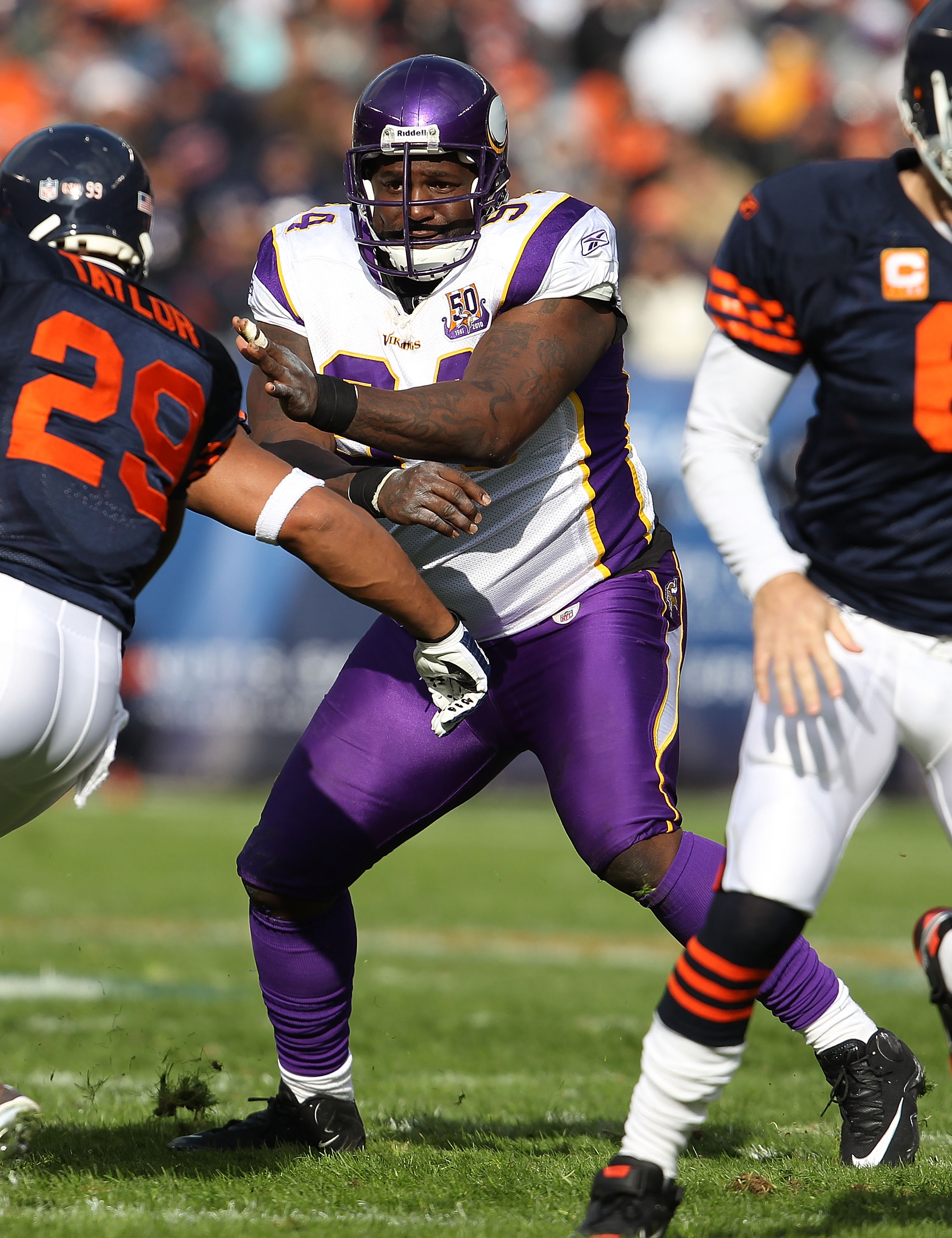 CHICAGO - NOVEMBER 14: Pat Williams #94 of the Minnesota Vikings rushes against Chester Taylor #29 of the Chicago Bears at Soldier Field on November 14, 2010 in Chicago, Illinois. The Bears defeated the Vikings 27-13. (Photo by Jonathan Daniel/Getty Image