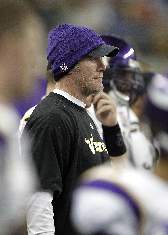 ae14a56a02 DETROIT, MI - JANUARY 02: Brett Favre #4 of the Minnesota Vikings looks