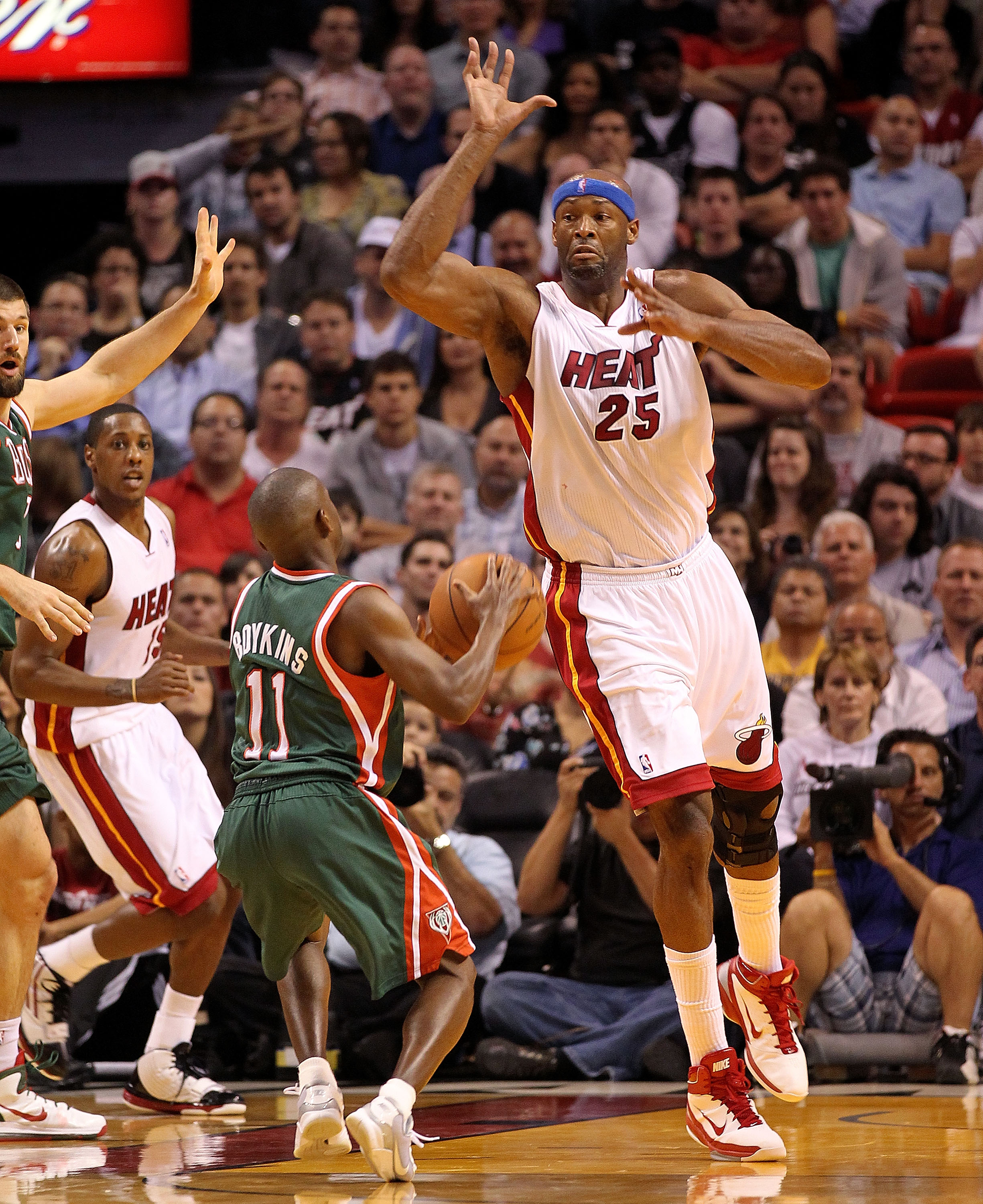 MIAMI, FL - JANUARY 04: Erick Dampier #25 of the Miami Heat guards Earl Boykins #11 of the Milwaukee Bucks during a game at American Airlines Arena on January 4, 2011 in Miami, Florida. NOTE TO USER: User expressly acknowledges and agrees that, by downloa