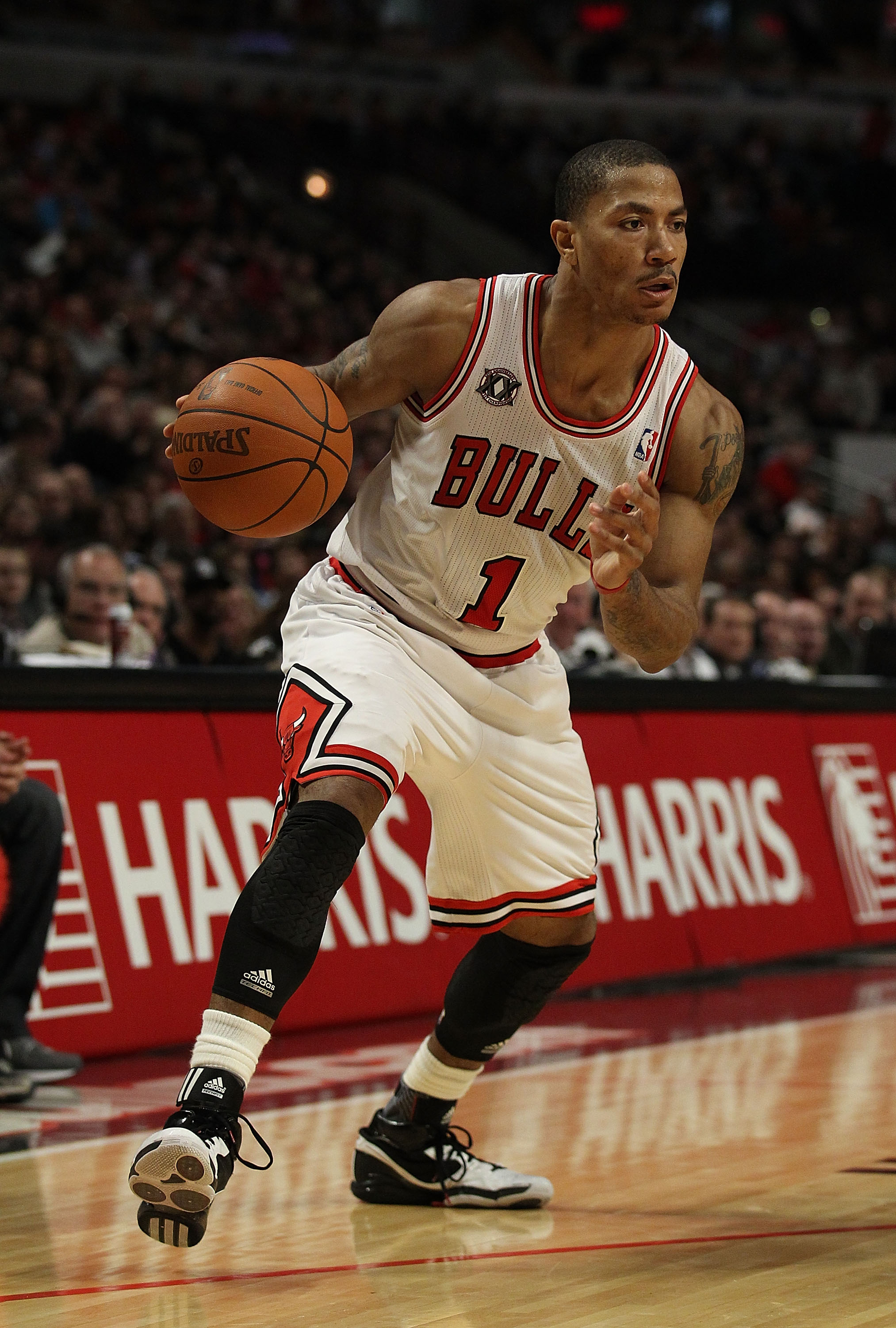 CHICAGO, IL - DECEMBER 28: Derrick Rose #1 of the Chicago Bulls looks for an open lane against the Milwaukee Bucks at the United Center on December 28, 2010 in Chicago, Illinois. The Bulls defeated the Bucks 90-77. NOTE TO USER: User expressly acknowledge