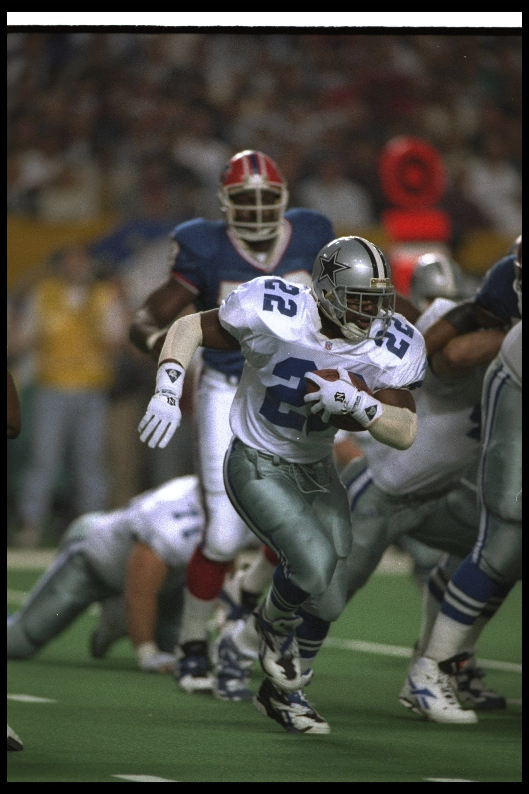 30 Jan 1994:  Running back Emmitt Smith of the Dallas Cowboys runs the ball during the first quarter of Super Bowl XXVIII against the Buffalo Bills at the Georgia Dome in Atlanta, Georgia.  The Cowboys won the game, 30-13. Mandatory Credit: Jonathan Danie