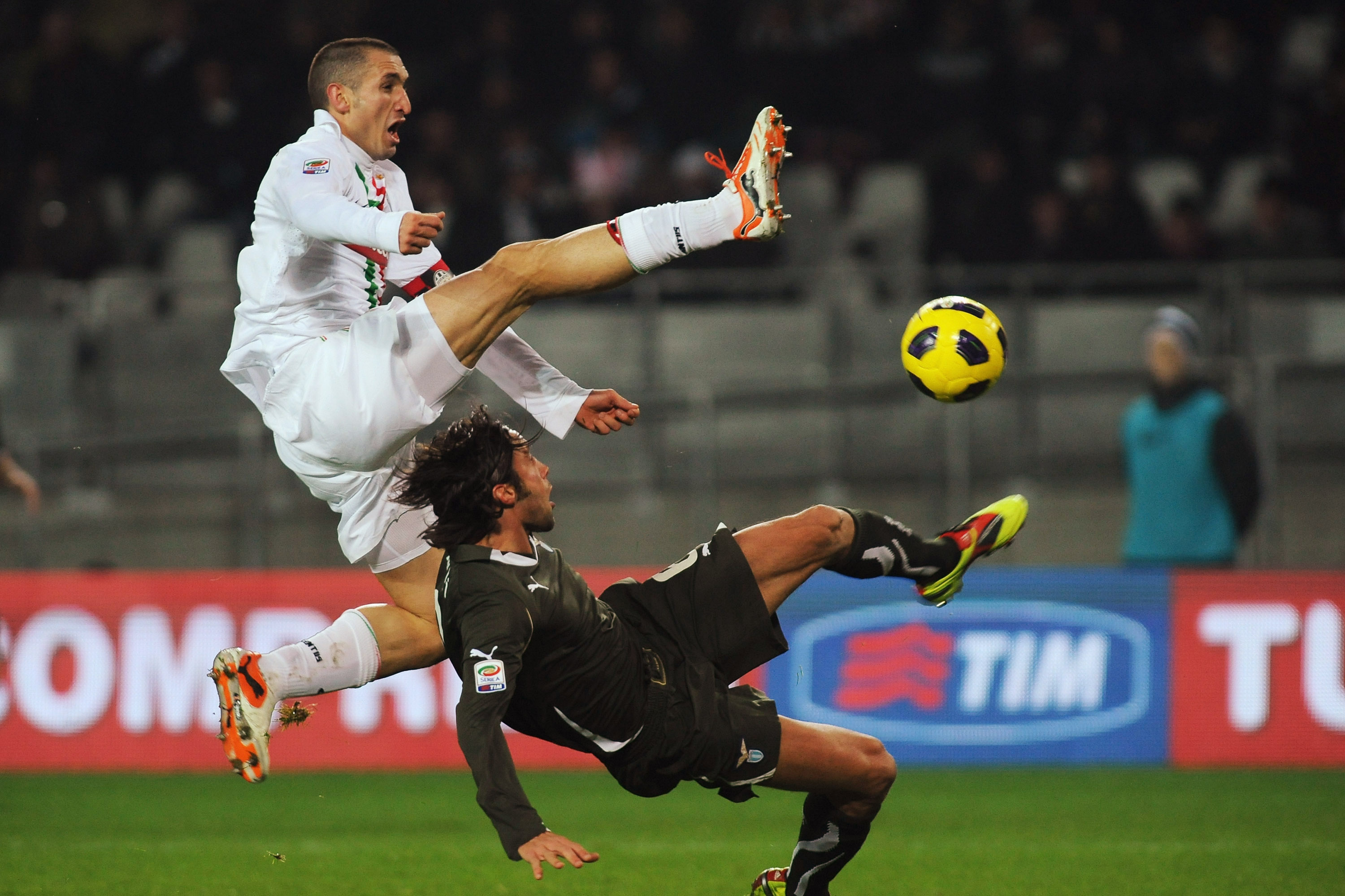 TURIN, ITALY - DECEMBER 12:  Giorgio Chiellini of Juventus FC clashes with Stefano Mauri of SS Lazio during the Serie A match between Juventus FC and SS Lazio at Olimpico Stadium on December 12, 2010 in Turin, Italy.  (Photo by Valerio Pennicino/Getty Ima