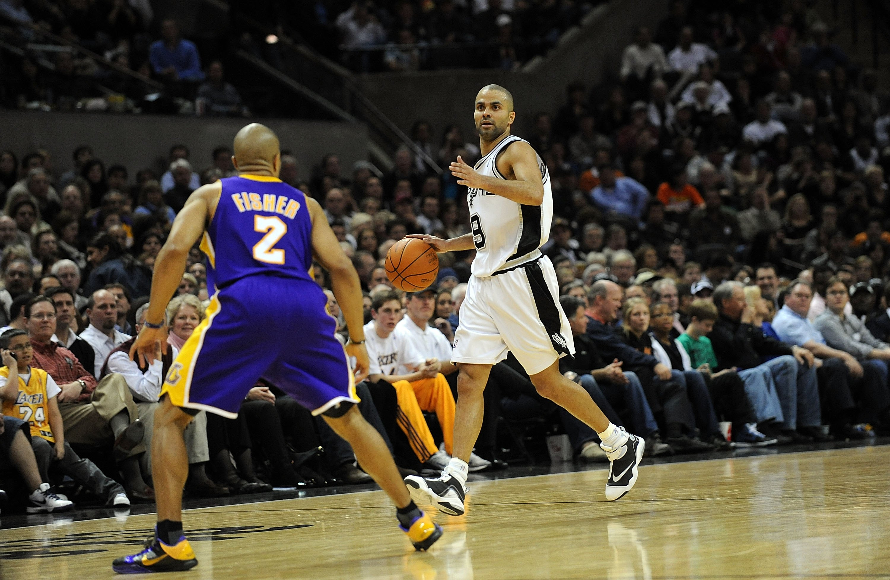 SAN ANTONIO - JANUARY 12:  Guard Tony Parker #9 of the San Antonio Spurs on January 12, 2010 at AT&T Center in San Antonio, Texas.  NOTE TO USER: User expressly acknowledges and agrees that, by downloading and/or using this Photograph, user is consenting