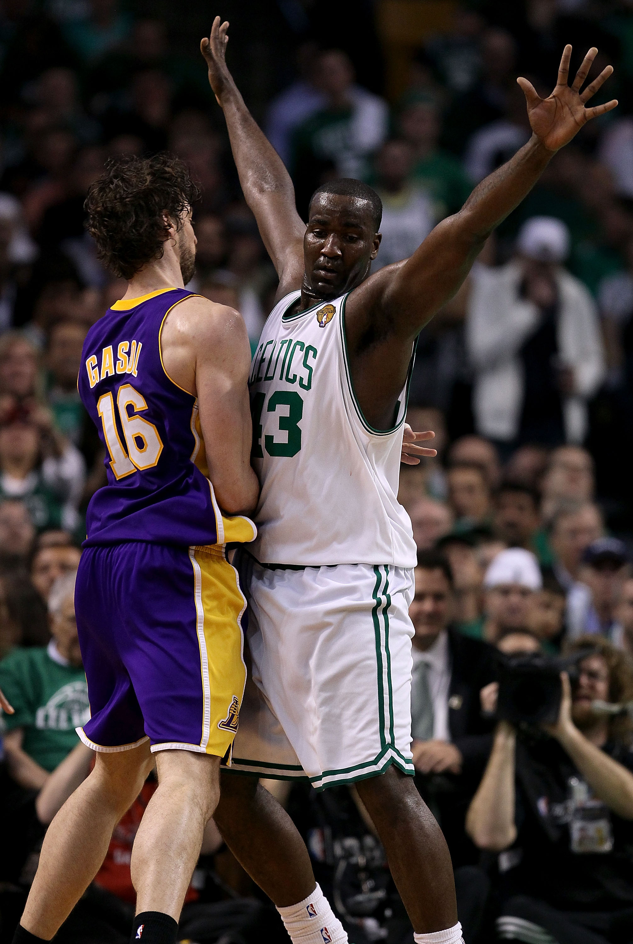 BOSTON - JUNE 10:  Kendrick Perkins #43 of the Boston Celltics plays defense against Pau Gasol #16 of the Los Angeles Lakers during Game Four of the 2010 NBA Finals on June 10, 2010 at TD Garden in Boston, Massachusetts. NOTE TO USER: User expressly ackno