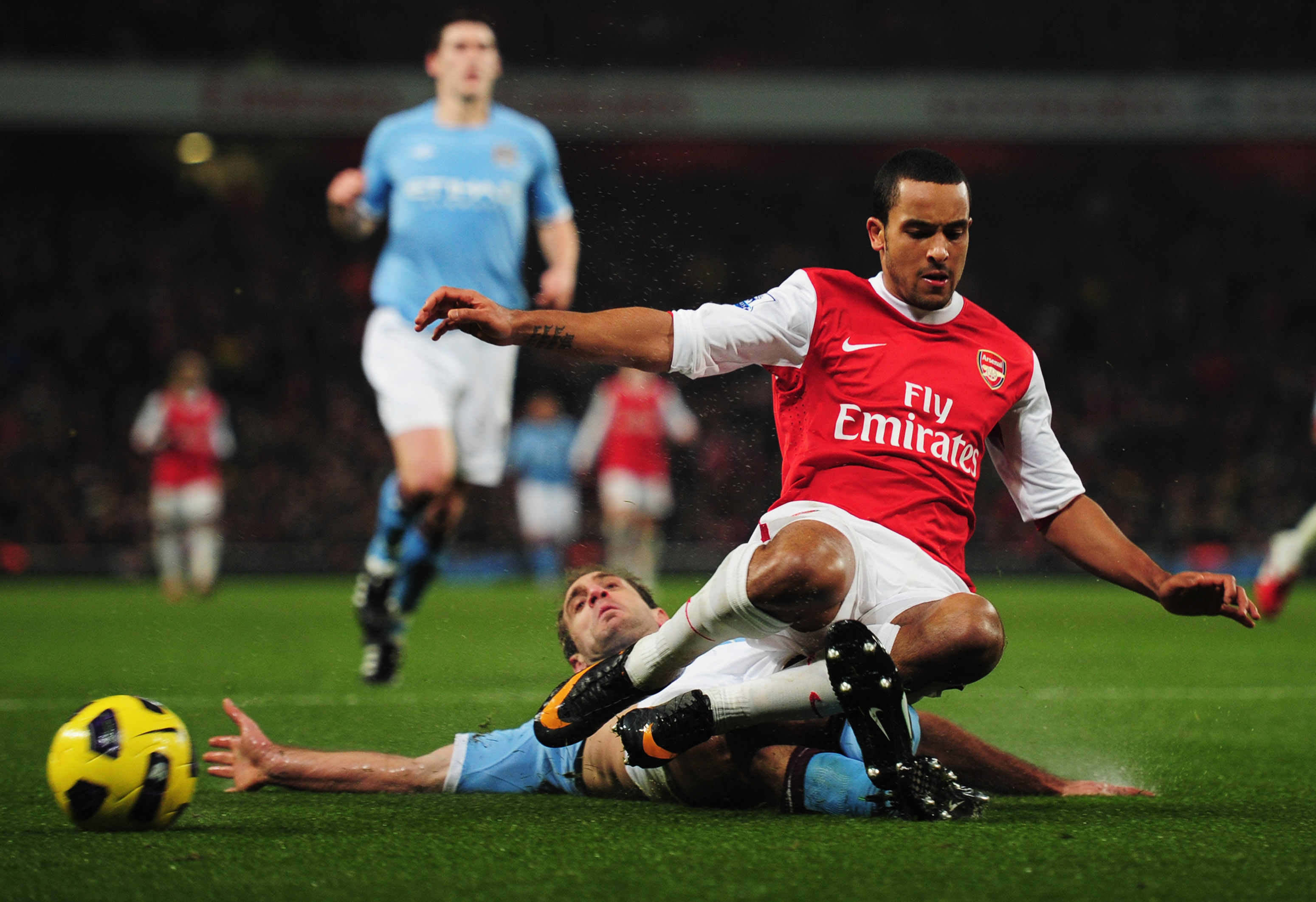 LONDON, ENGLAND - JANUARY 05:  Theo Walcott of Arsenal is tackled by Pablo Zabaleta of Manchester City during the Barclays Premier League match between Arsenal and Manchester City at the Emirates Stadium on January 5, 2011 in London, England.  (Photo by S