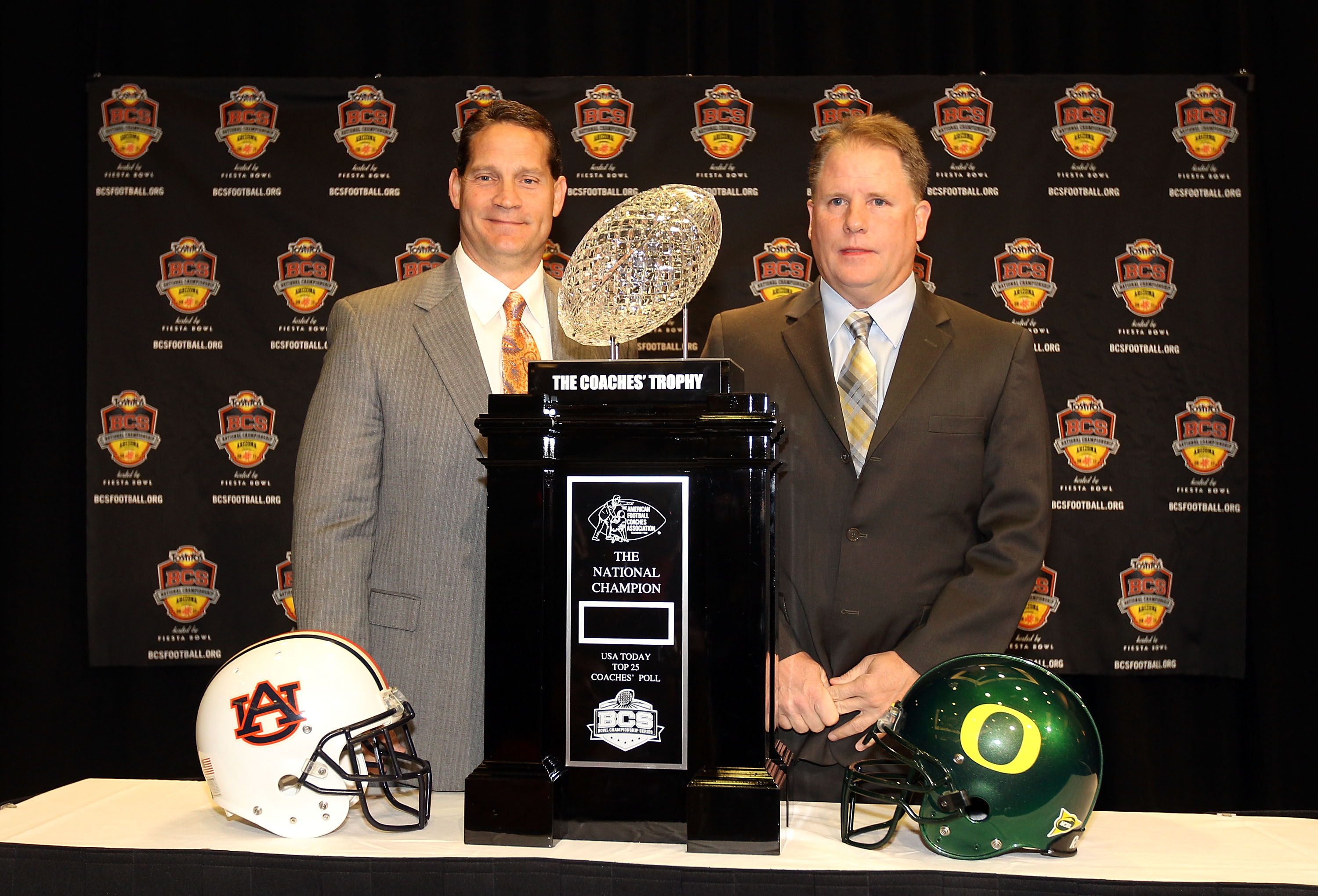 SCOTTSDALE, AZ - JANUARY 09:  Head coaches Gene Chizik of the Auburn Tigers and Chip Kelly of the Oregon Ducks pose together with the coaches trophy during a press conference for the Tostitos BCS National Championship Game at the JW Marriott Camelback Inn