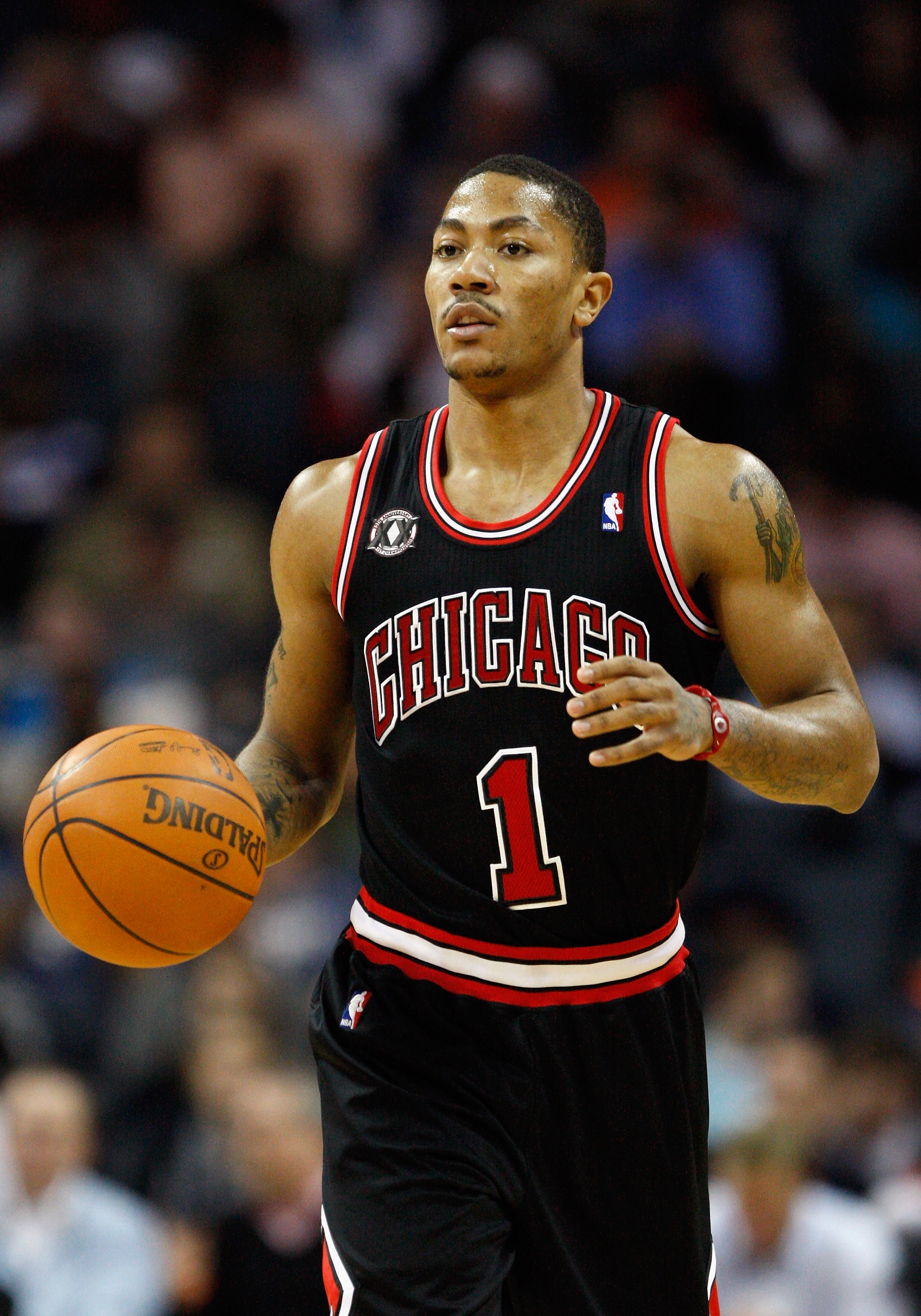 CHARLOTTE, NC - JANUARY 12:  Derrick Rose #1 of the Chicago Bulls dribbles up the court against the Charlotte Bobcats during their game at Time Warner Cable Arena on January 12, 2011 in Charlotte, North Carolina. NOTE TO USER: User expressly acknowledges