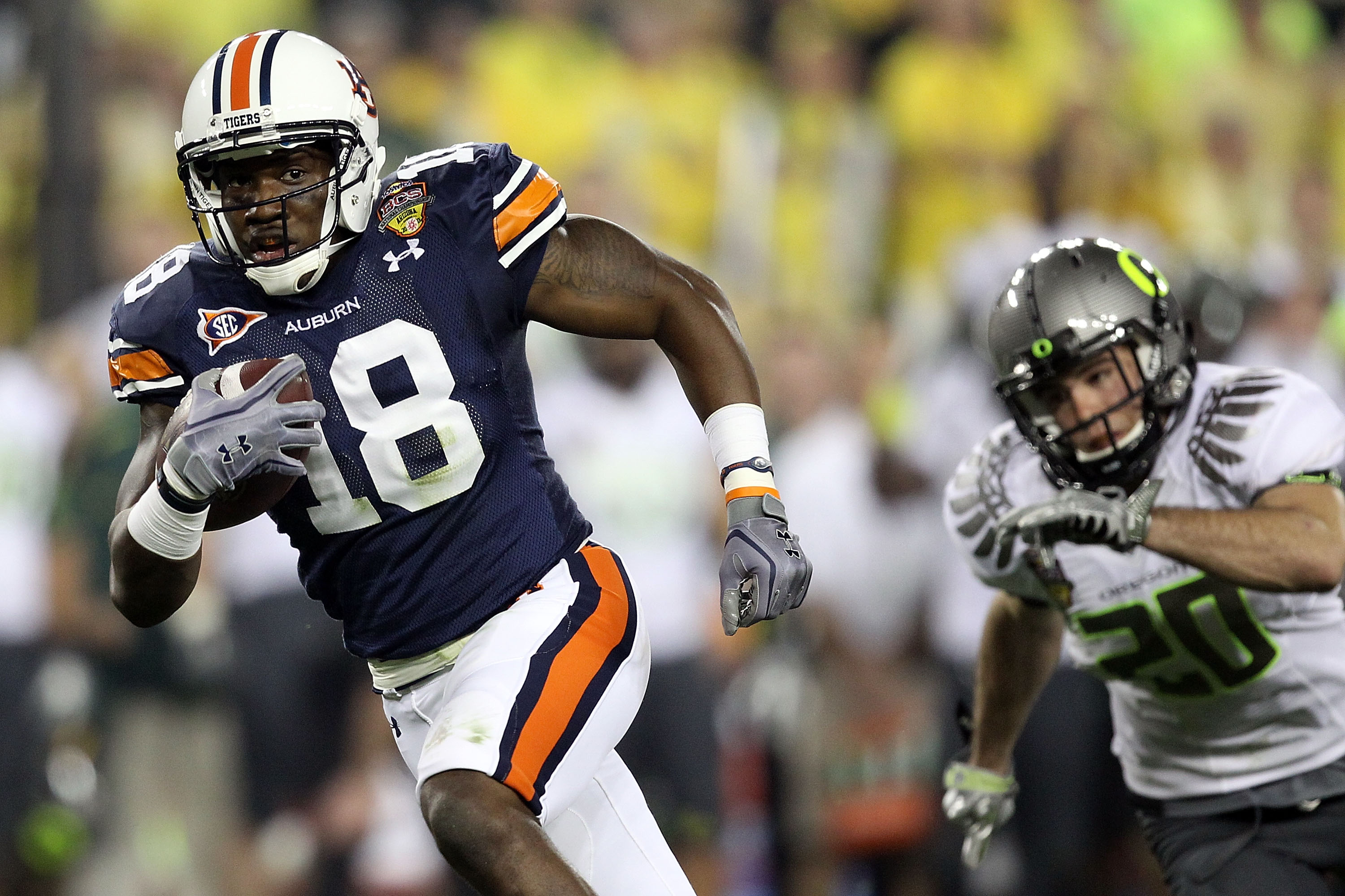 GLENDALE, AZ - JANUARY 10:  Kodi Burns #18 of the Auburn Tigers runs for a 35-yard touchdown against the Oregon Ducks during the Tostitos BCS National Championship Game at University of Phoenix Stadium on January 10, 2011 in Glendale, Arizona.  (Photo by
