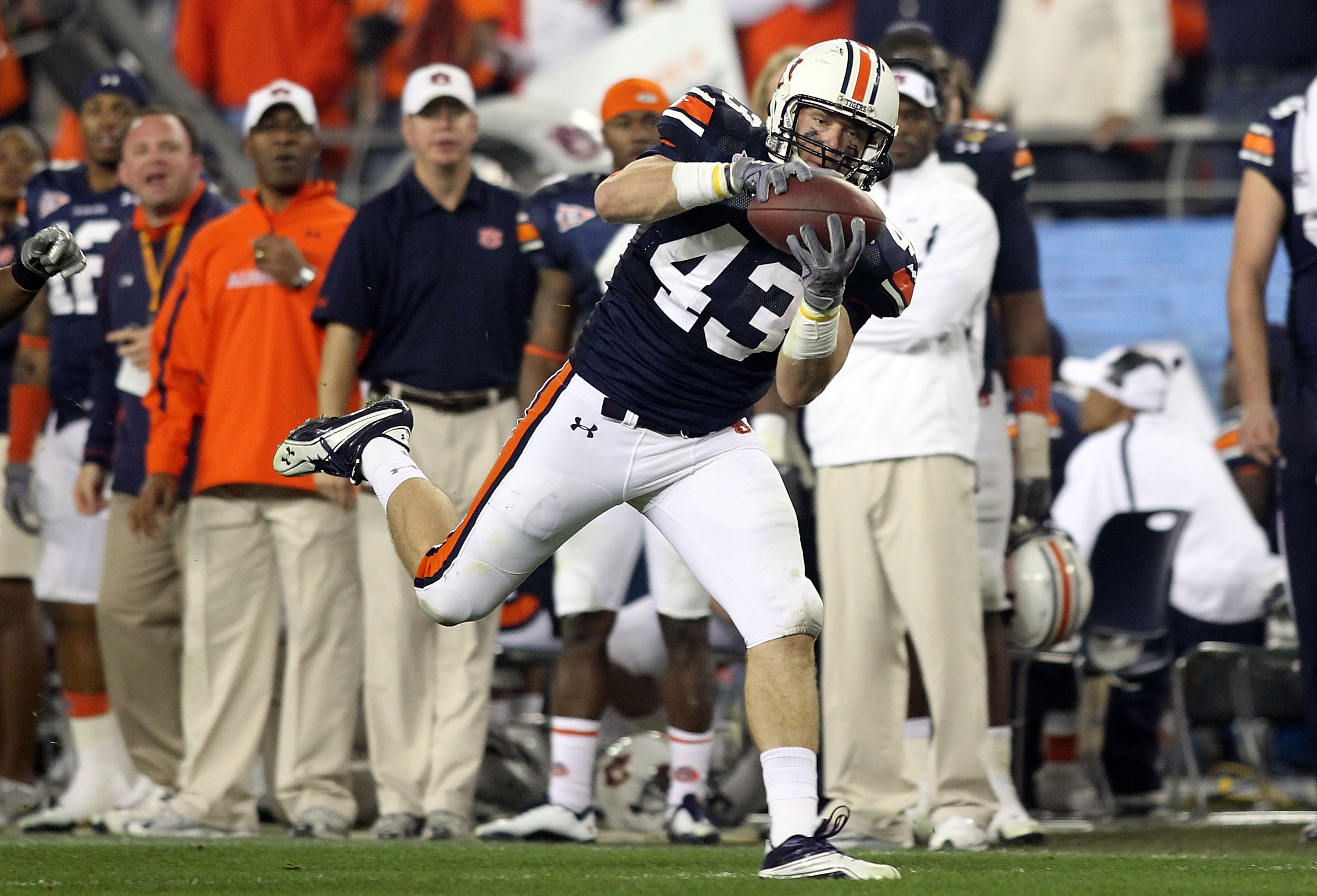 GLENDALE, AZ - JANUARY 10:  Philip Lutzenkirchen #43 of the Auburn Tigers catches a 39-yard reception in the third quarter against the Oregon Ducks during the Tostitos BCS National Championship Game at University of Phoenix Stadium on January 10, 2011 in