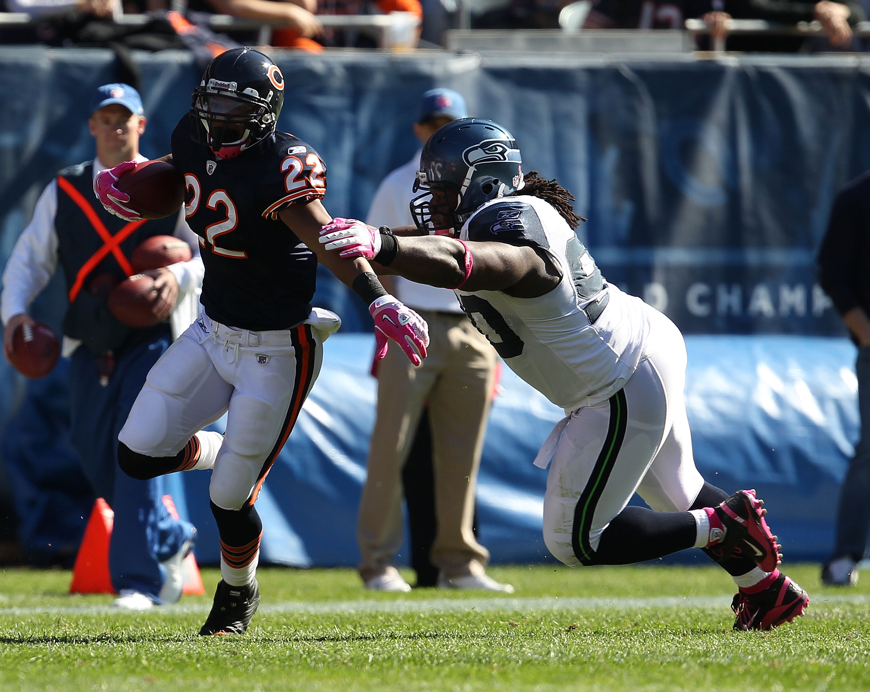 CHICAGO - OCTOBER 17: Matt Forte #22 of the Chicago Bears runs past Colin Cole #90 of the Seattle Seahawks at Soldier Field on October 17, 2010 in Chicago, Illinois. The Seahawks defeated the Bears 23-20. (Photo by Jonathan Daniel/Getty Images)