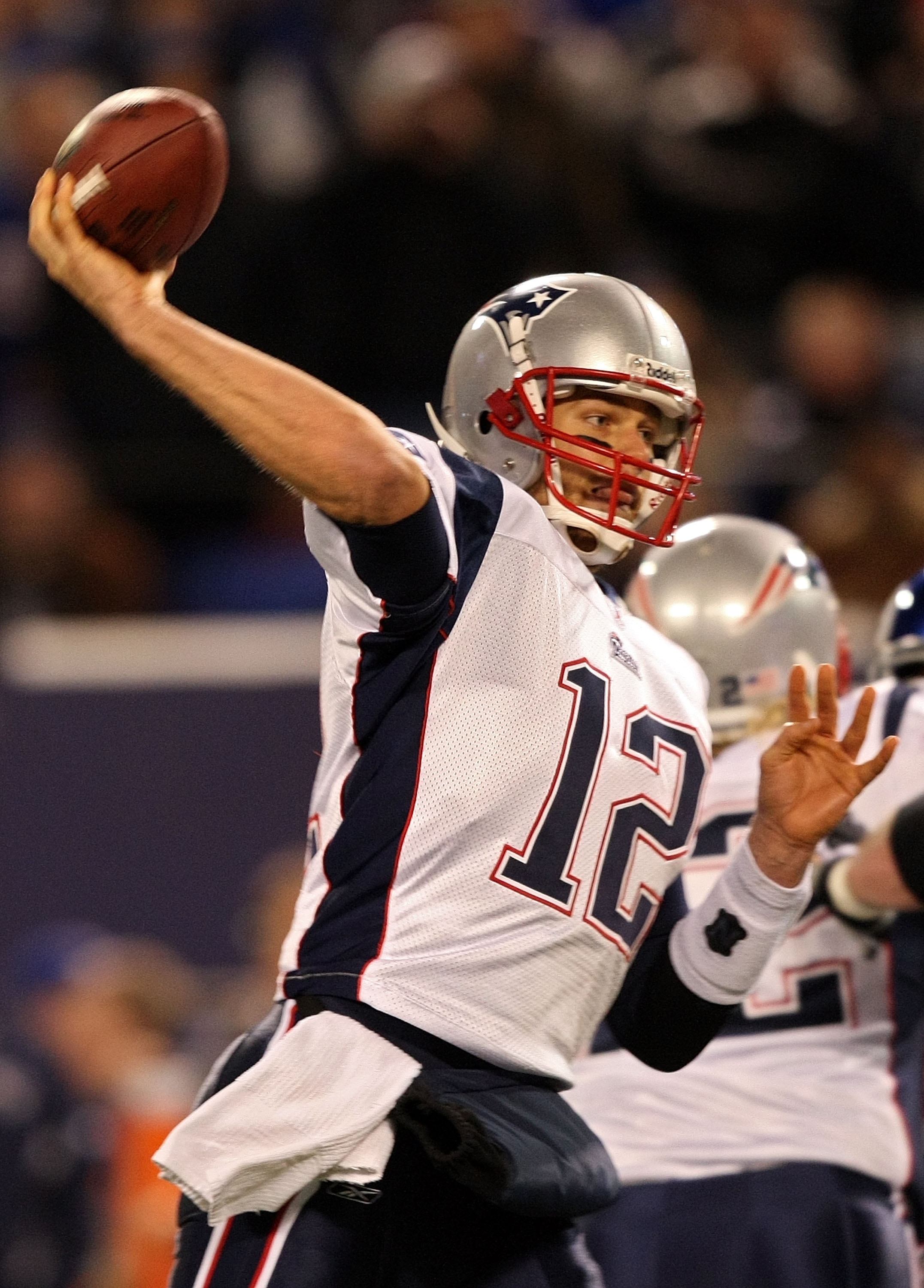 EAST RUTHERFORD, NJ - DECEMBER 29:  Tom Brady #12 and the New England Patriots passes against the New York Giants on December 29, 2007 at Giants Stadium in East Rutherford, New Jersey.  (Photo by Al Bello/Getty Images)