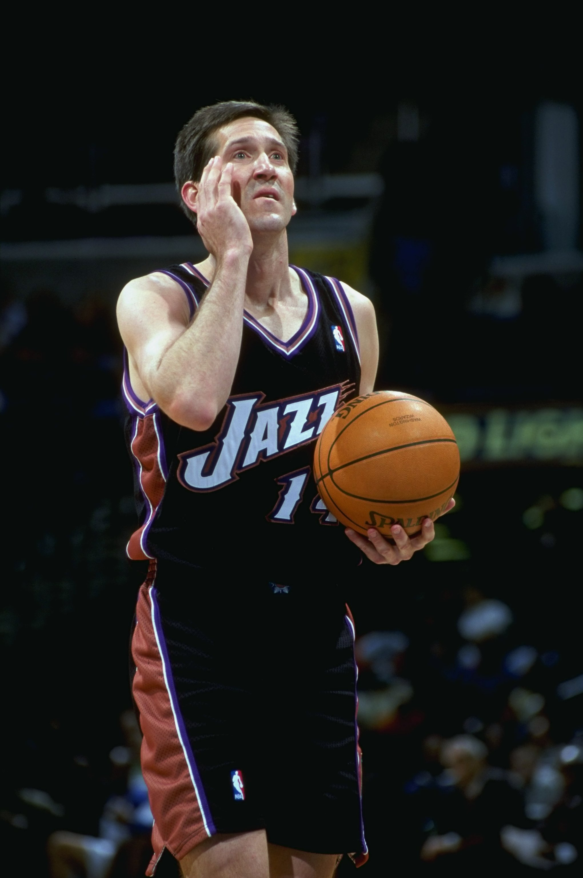 18 Mar 1999:  Jeff Hornacek #14 of the Utah Jazz signals 'hi' to his kids at home while getting ready to shoot a free throw during the game against the Washington Wizards at the MCI Center in Washington, D.C. The Jazz defeated the Wizards 95-87.   Mandato