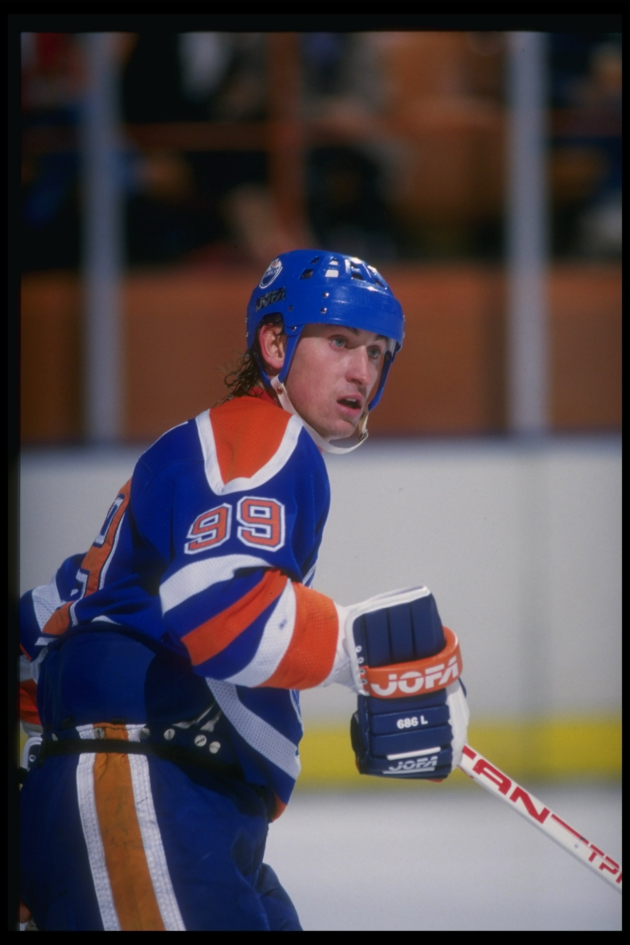 Dec 1987:  Center Wayne Gretzky of the Edmonton Oilers looks on during a game against the Los Angeles Kings at the Great Western Forum in Inglewood, California. Mandatory Credit: Mike Powell  /Allsport